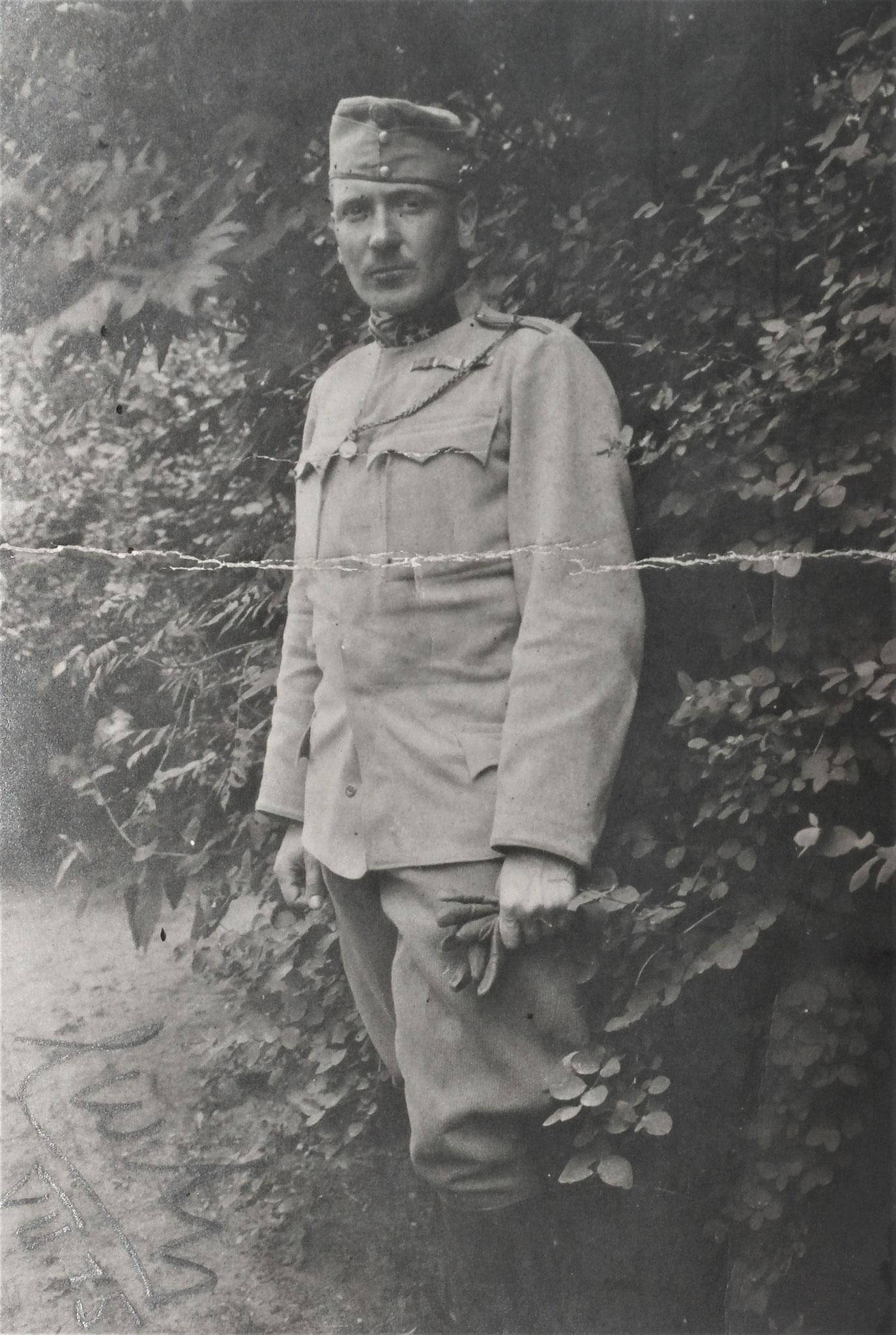 Als Rittmeister Juli 1915.