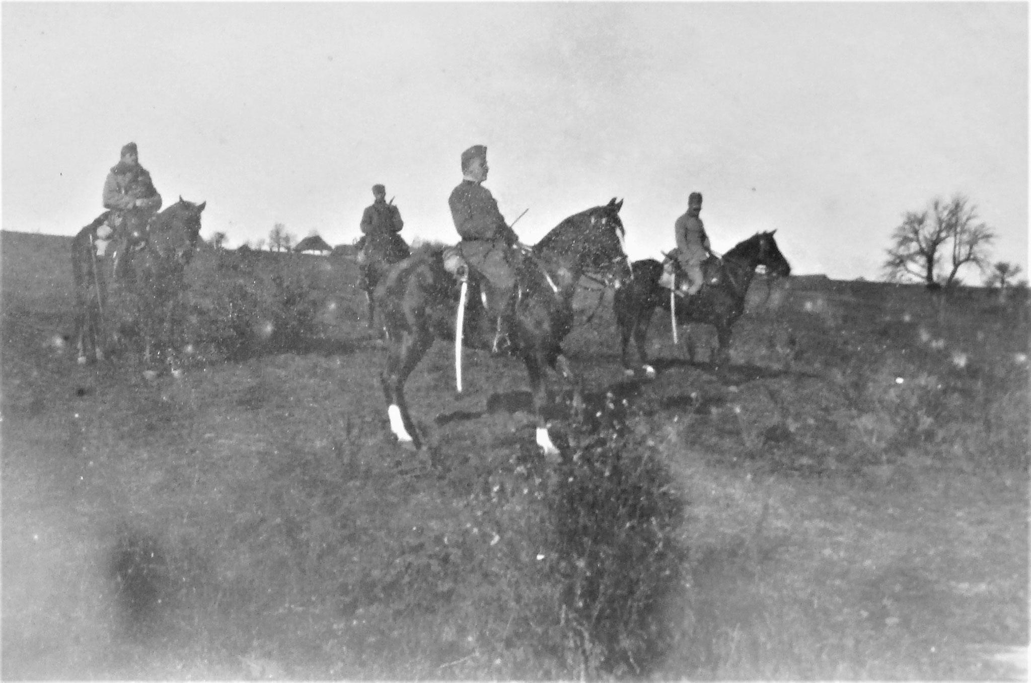 Einrücken vom Exercieren zu Pferd: Esk-Trompeter Cizej, ich auf meinem Chargen-Pferd Kyros-Szikra, Pfersmann.