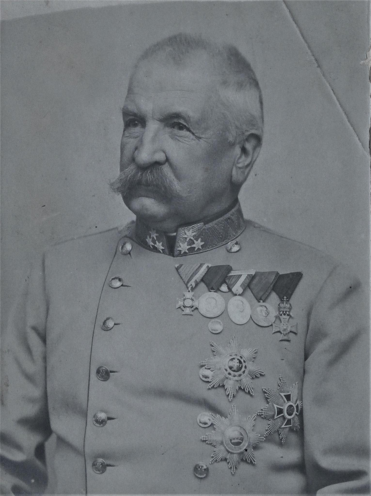 Edmund zur Zeit als Kriegsminister.
