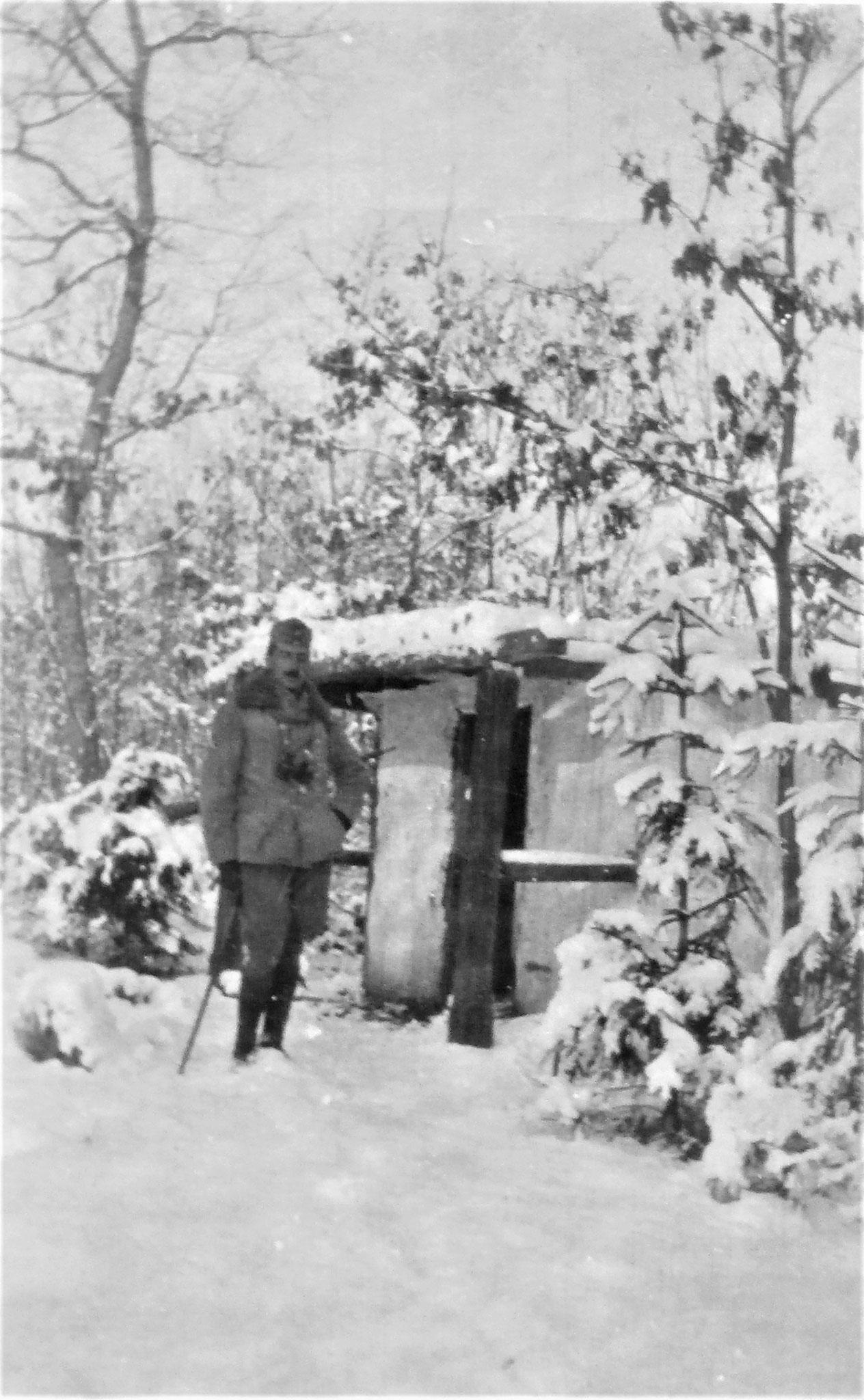 Sulkowski auf Schwarzwildpirsch im Walde westlich von Latacz.