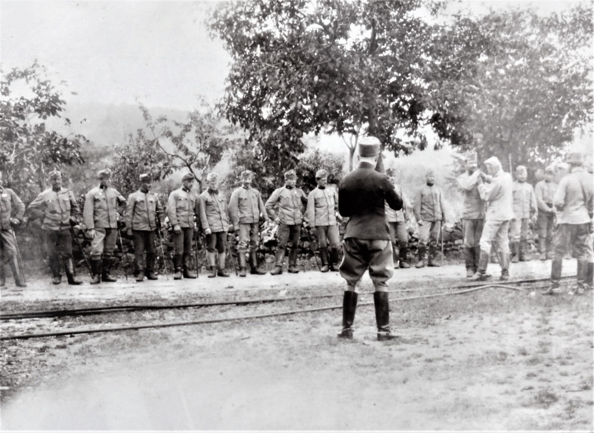 Dekorierung von 21 Mann der Esk. mit Tapferkeitsmadaillen für die Kämpfe im Juni, Juli u. August.