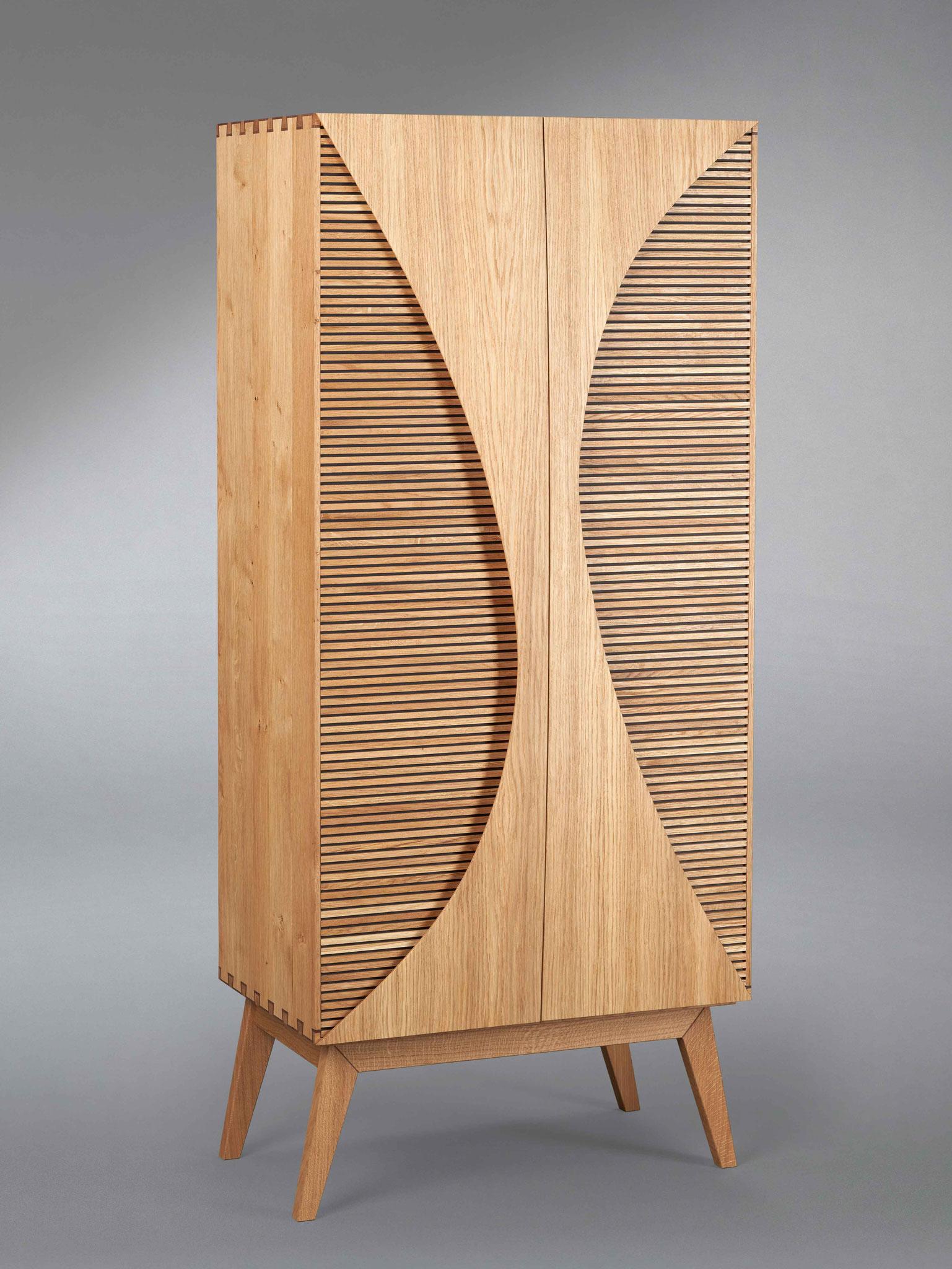 """Das Gesellenstück """"Barschrank mit Koffertüren"""" von Mohammad Karoom."""
