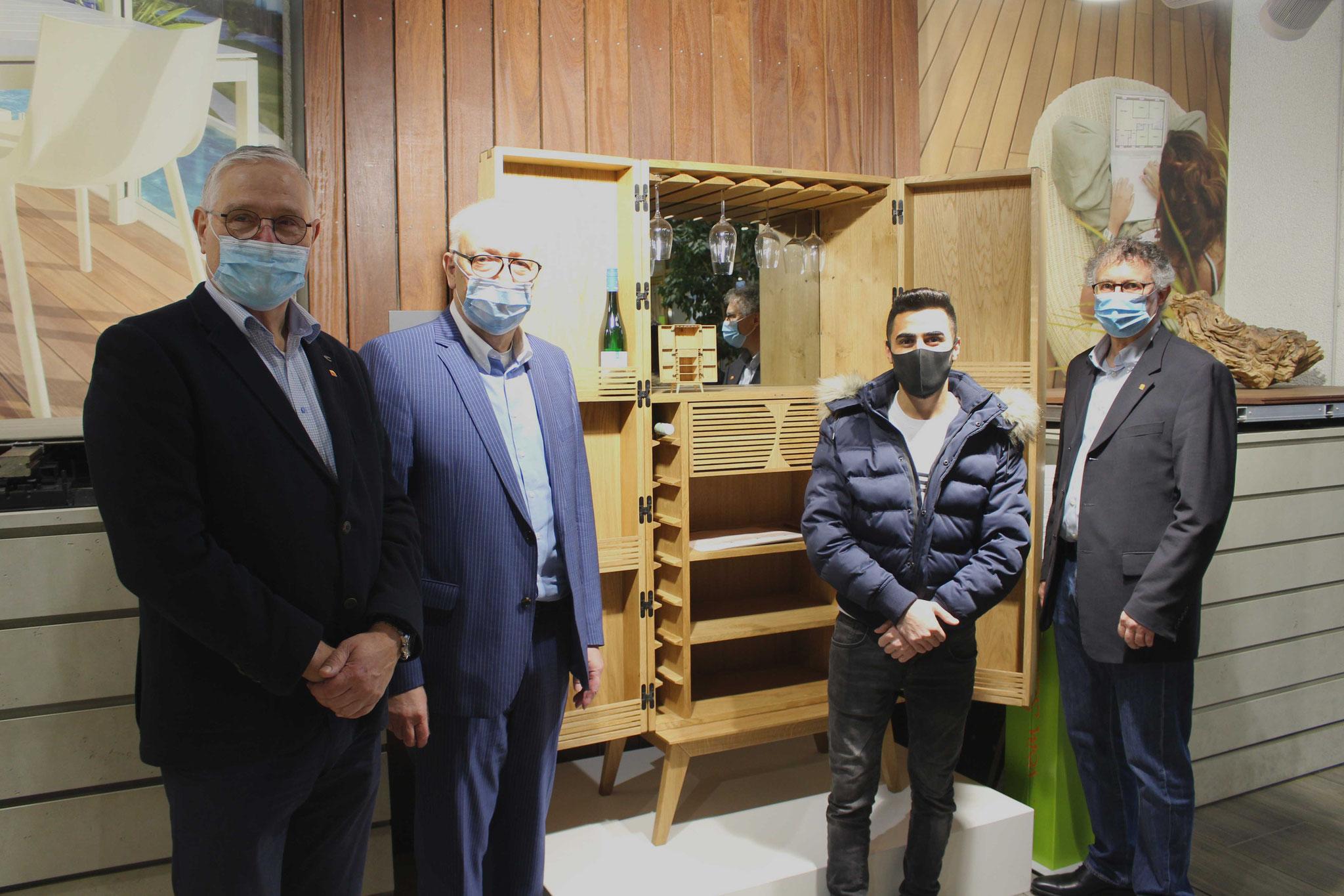 Der Dritte Mohammad Karoom (2.v.r.) zusammen mit Stefan Zock (r.), Rainer Adams (l.) und Hermann Hubing (2.v.l.).