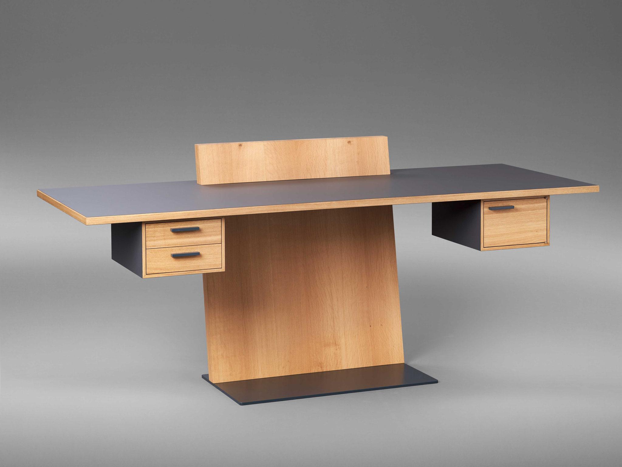 Dritter Preis, Lukas Debus, Schreibtisch in Eiche und HPL