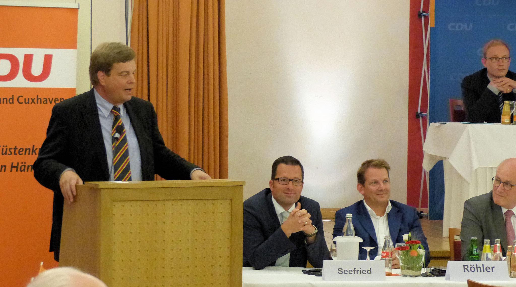 Enak Ferlemann bedankt sich bei den CDU-Mitgliedern im Wahlkreis Cuxhaven-Stade II ..