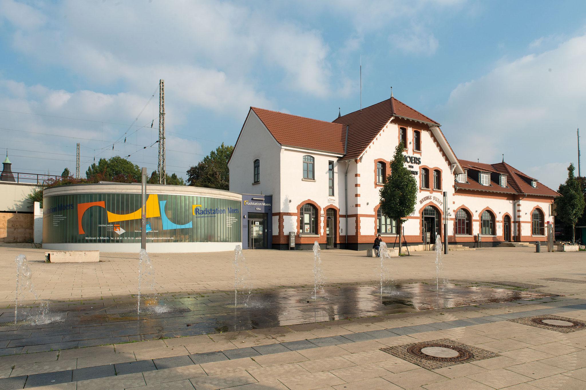 Moers, Empfangsgebäude und Umfeld