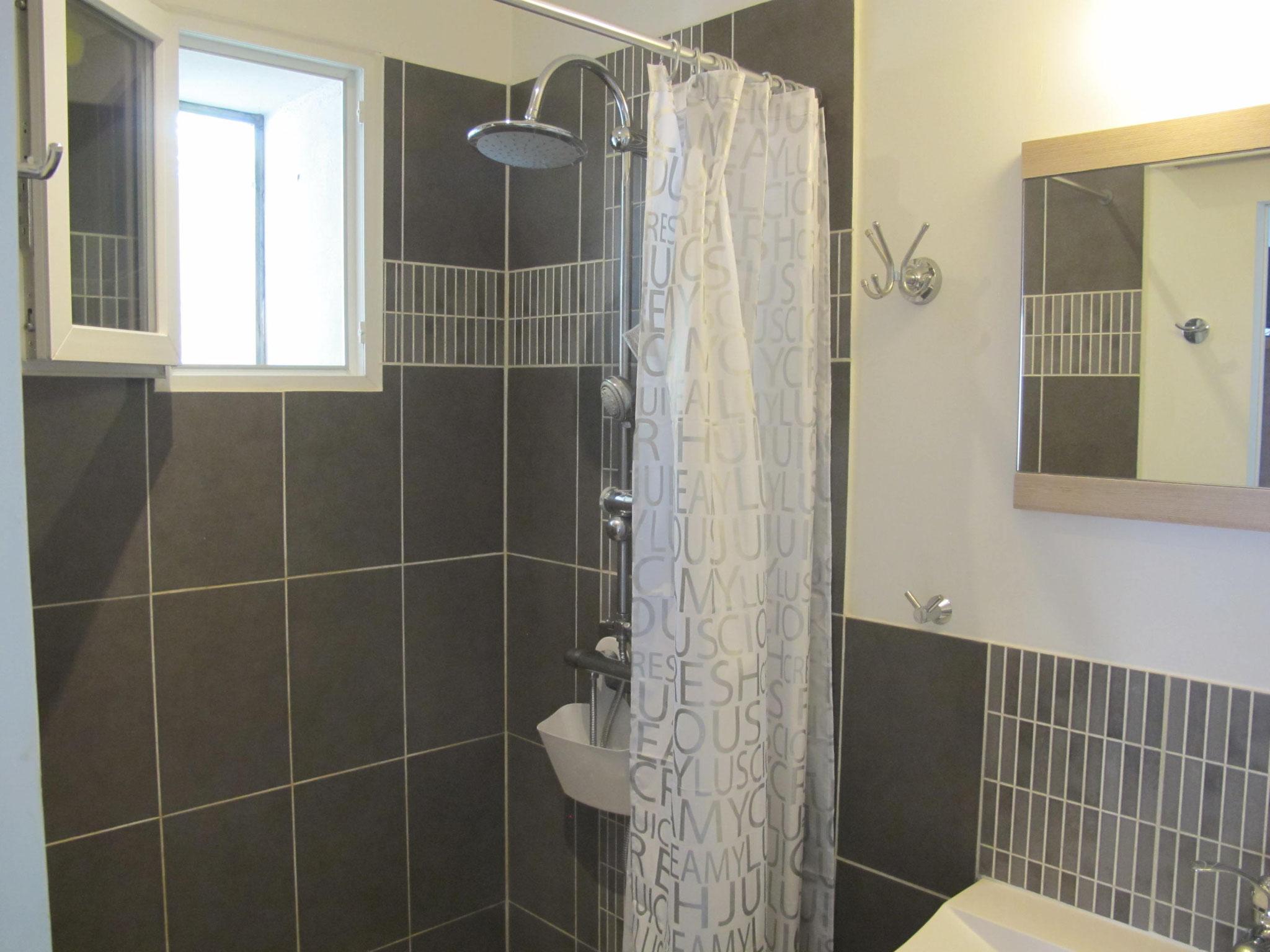 loucardaline-bedoin-ventoux-chambre d hotes-vaucluse-hébergement-double ou twin classic-douche a l italienne