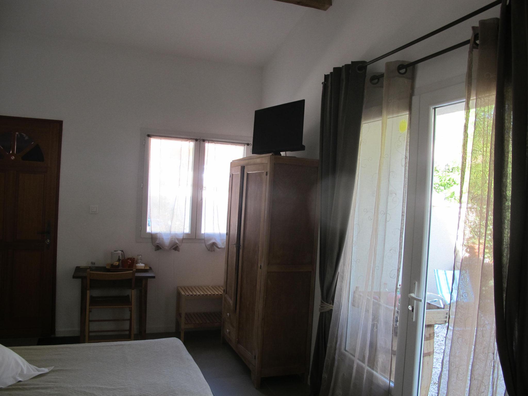 loucardaline-bedoin-ventoux-chambre d hotes-vaucluse-double ou twin classic-randonnée
