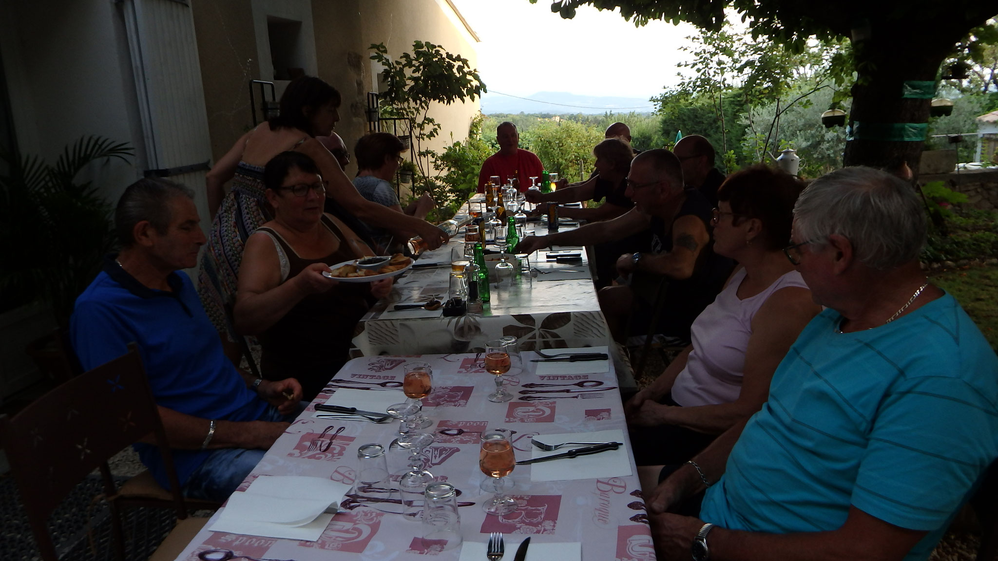 loucardalines-motard-photo-apero-st colombe-gite-B&B-chambre d hote