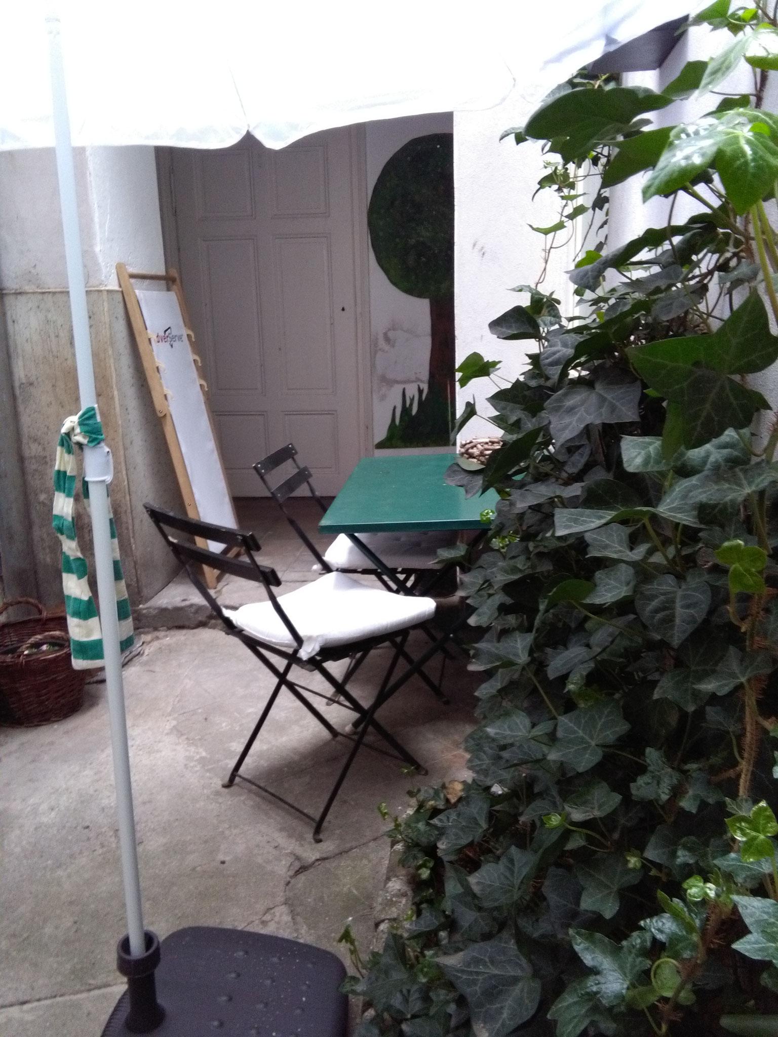 stiller Platz im Innenhof