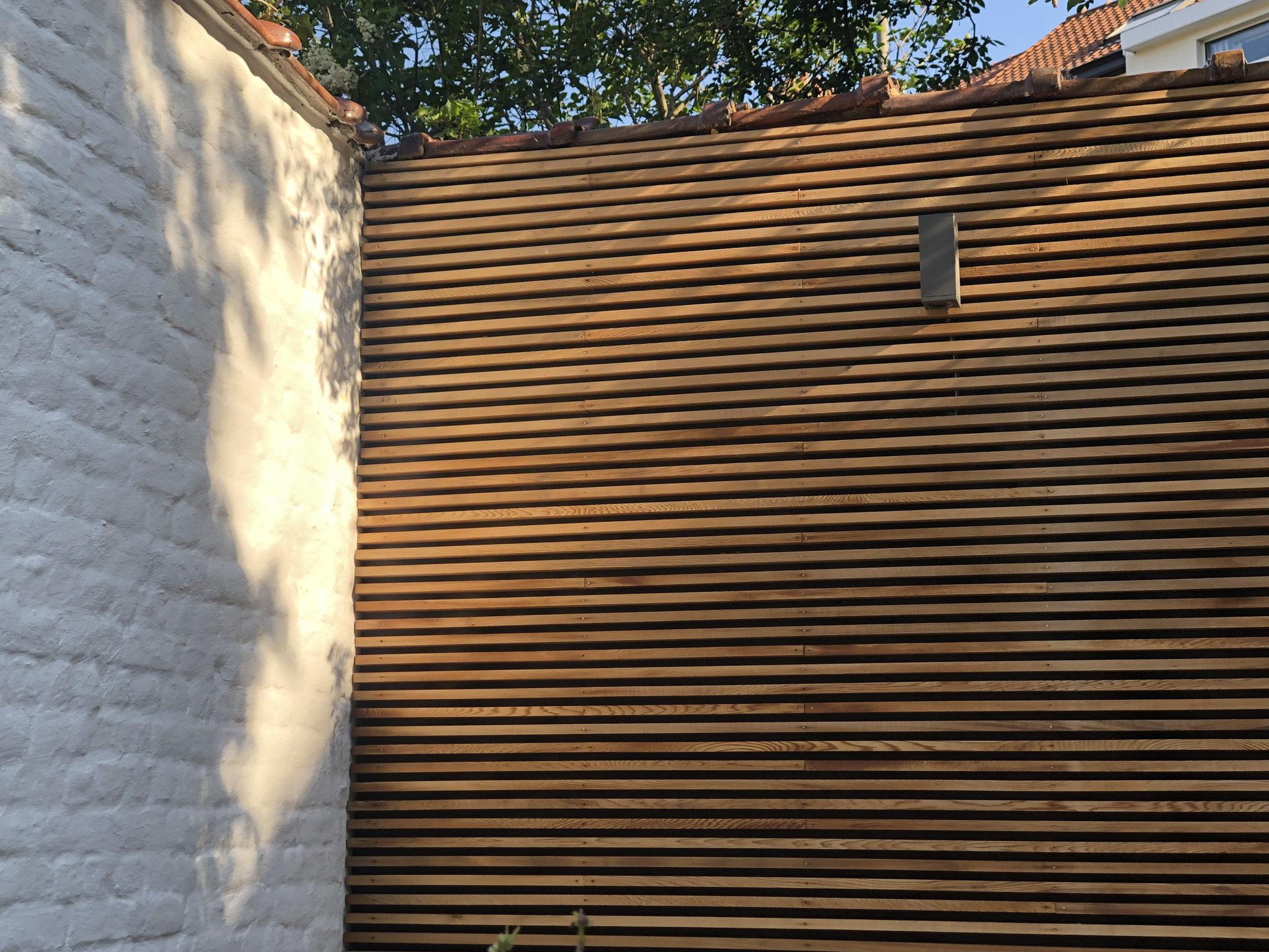 Jardin de 100m2 - Style contemporain - Détail / Terrasse du fond - Bardage. Aménagement jardin Bruxelles