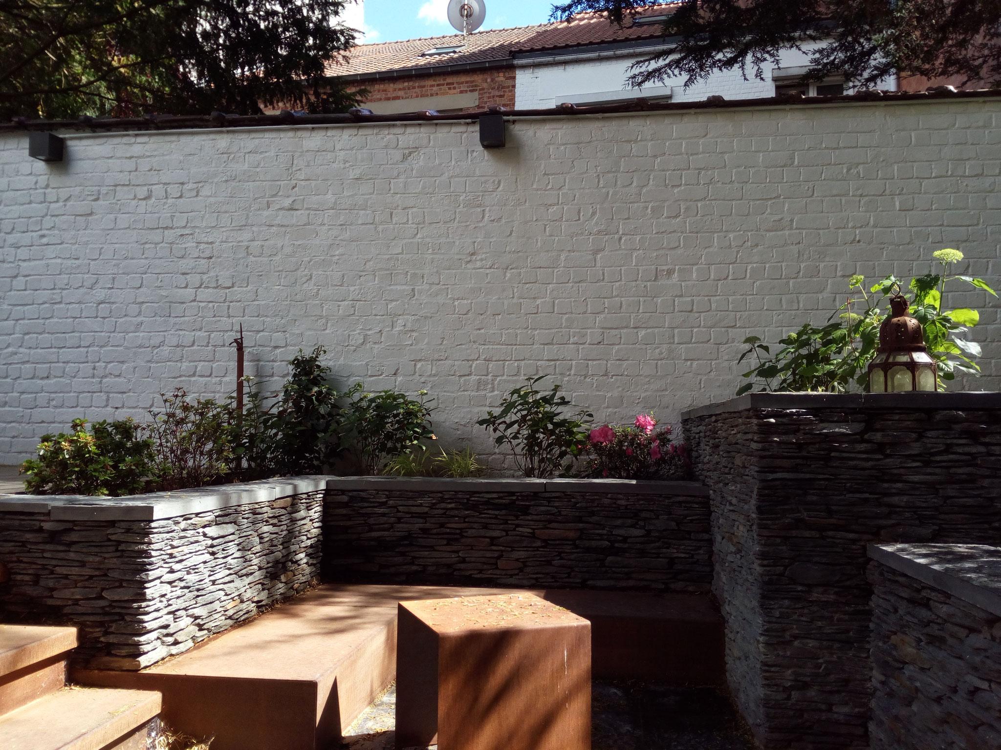 Cour sur 4 niveaux - Niveau du bas - Banquettes en Corten - Amenagement jardin Bruxelles