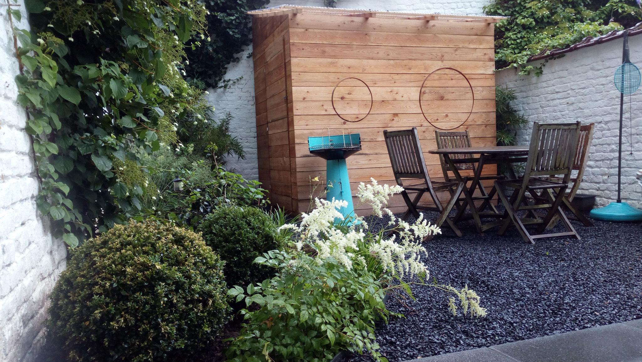 Jardin/ Cour Ixelles - La cabane pour 3 vélos et le reste. Amenagement jardin Bruxelles