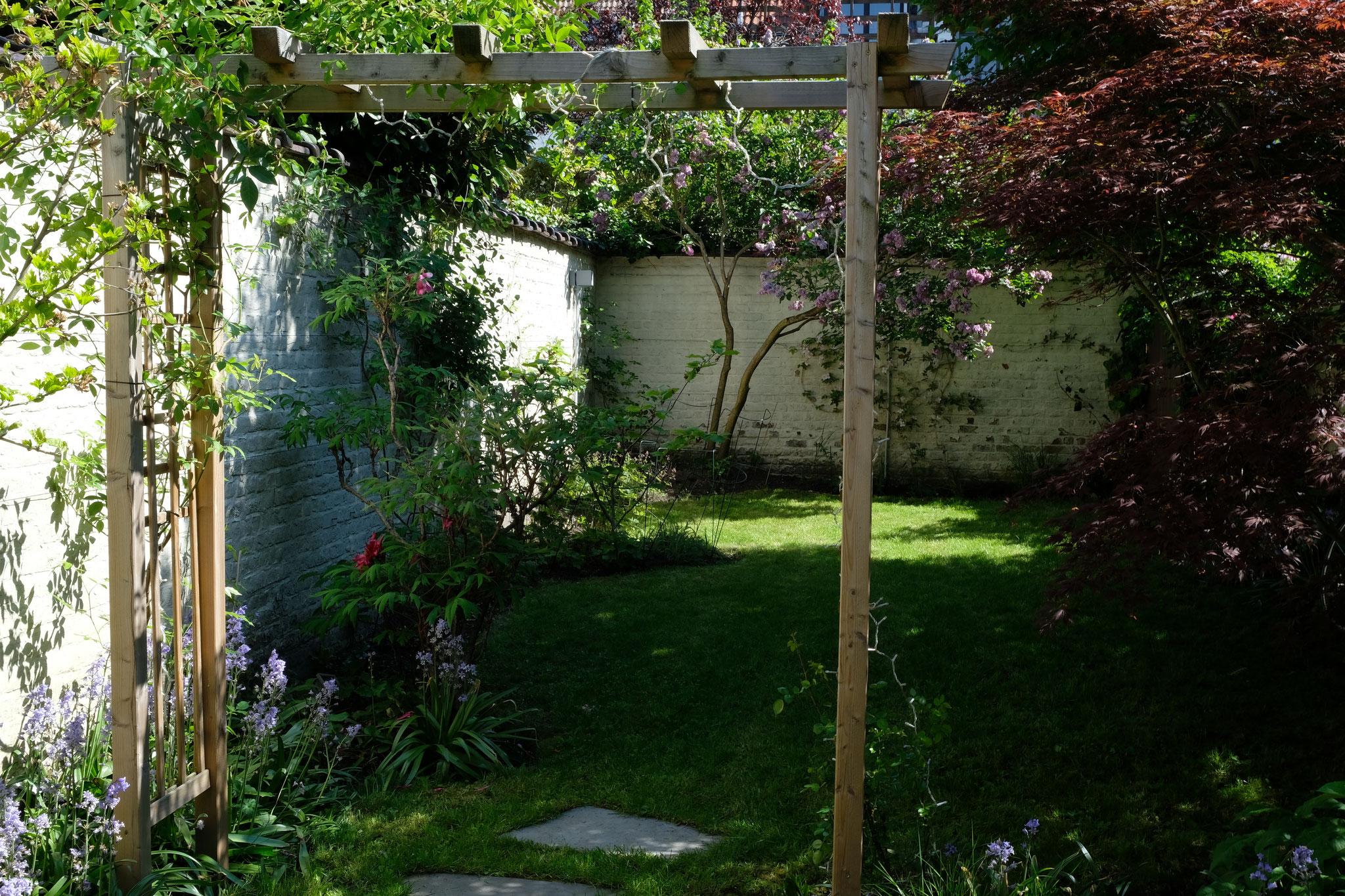 Jardin de ville 120m2 - Jardin de chambres - La tonnelle/ Printemps 2018. Amenagement jardin Bruxelles