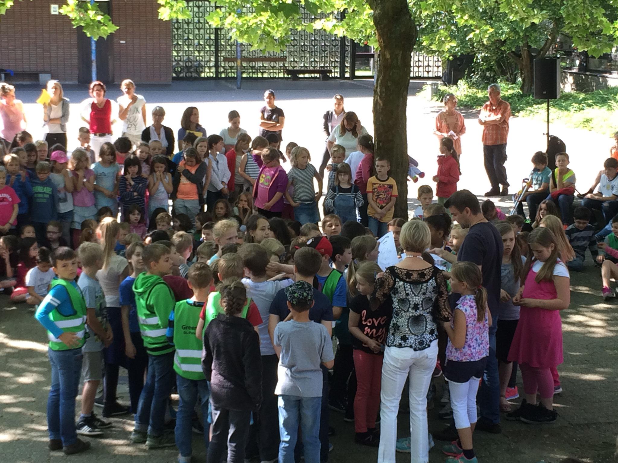 Applaus für die Green Kids, die in den Pausen auf unsere Grünanlagen aufpassen.