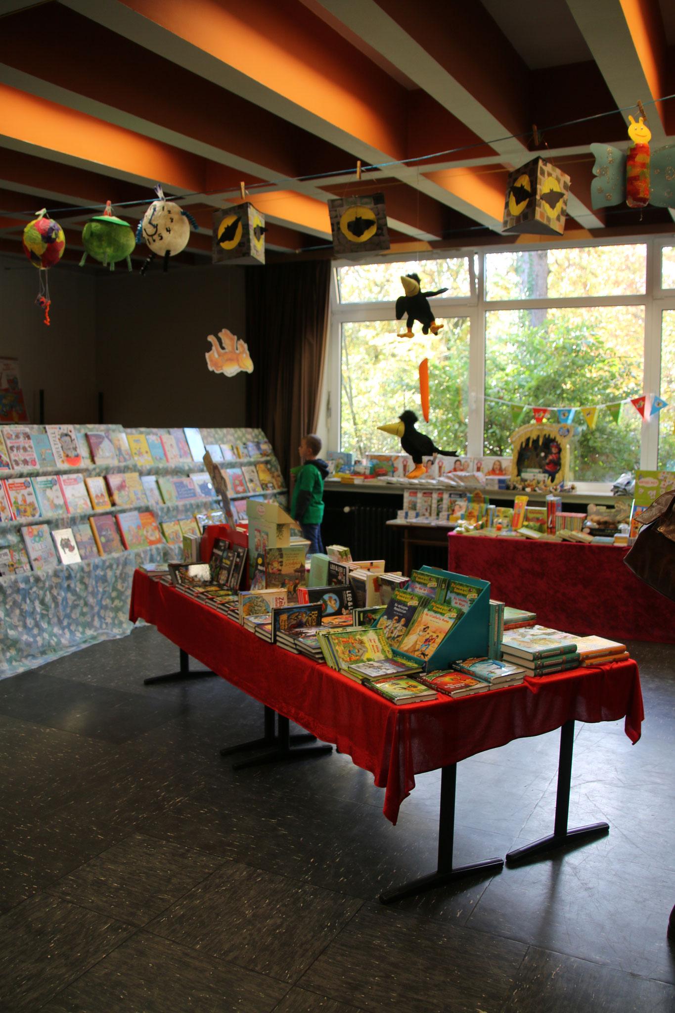 Dank der Buchhandlung Norf konnten die ersten Vor-Weihnachtsgeschenke besorgt werden!
