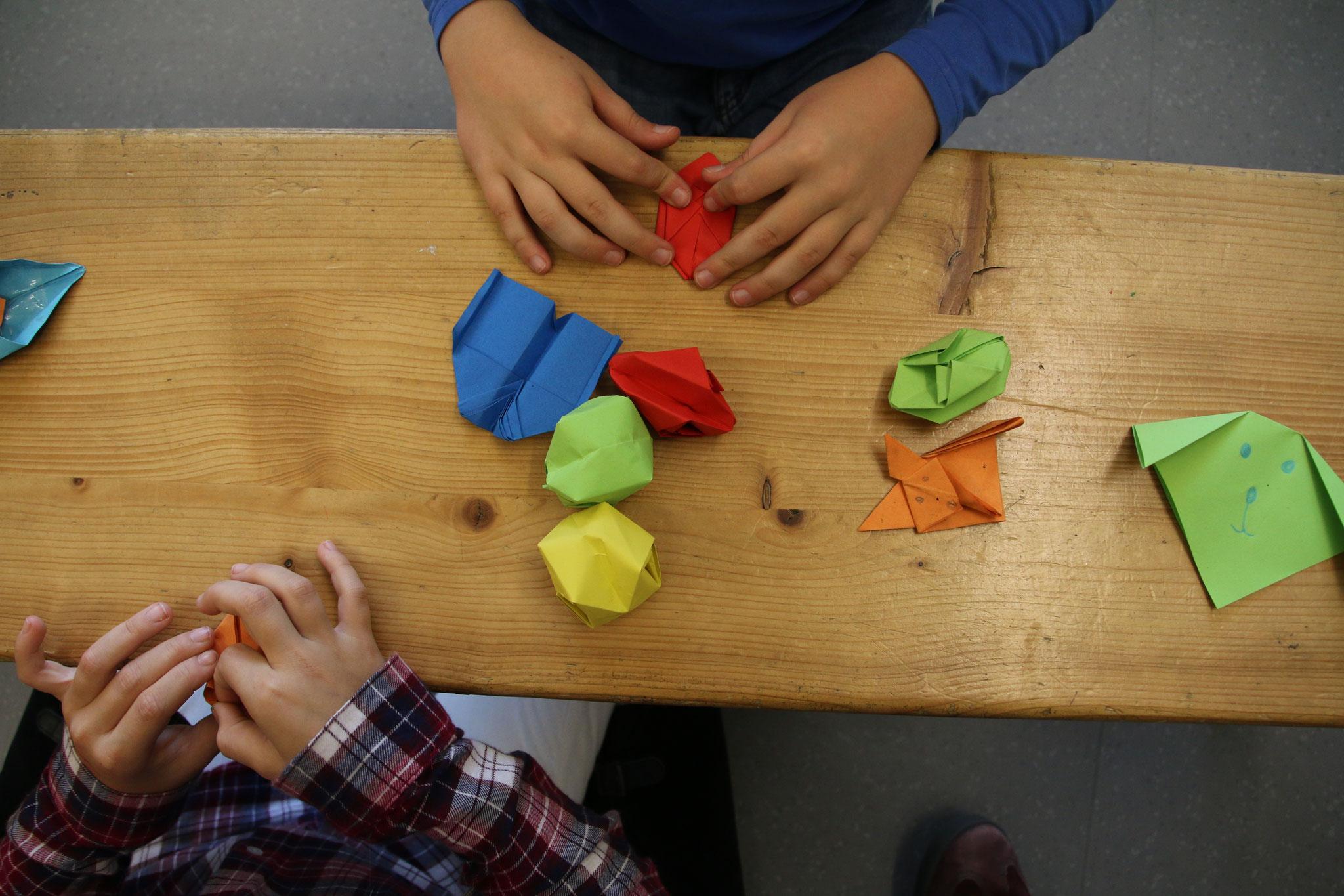 ...raffinierte Origamifiguren gefaltet....