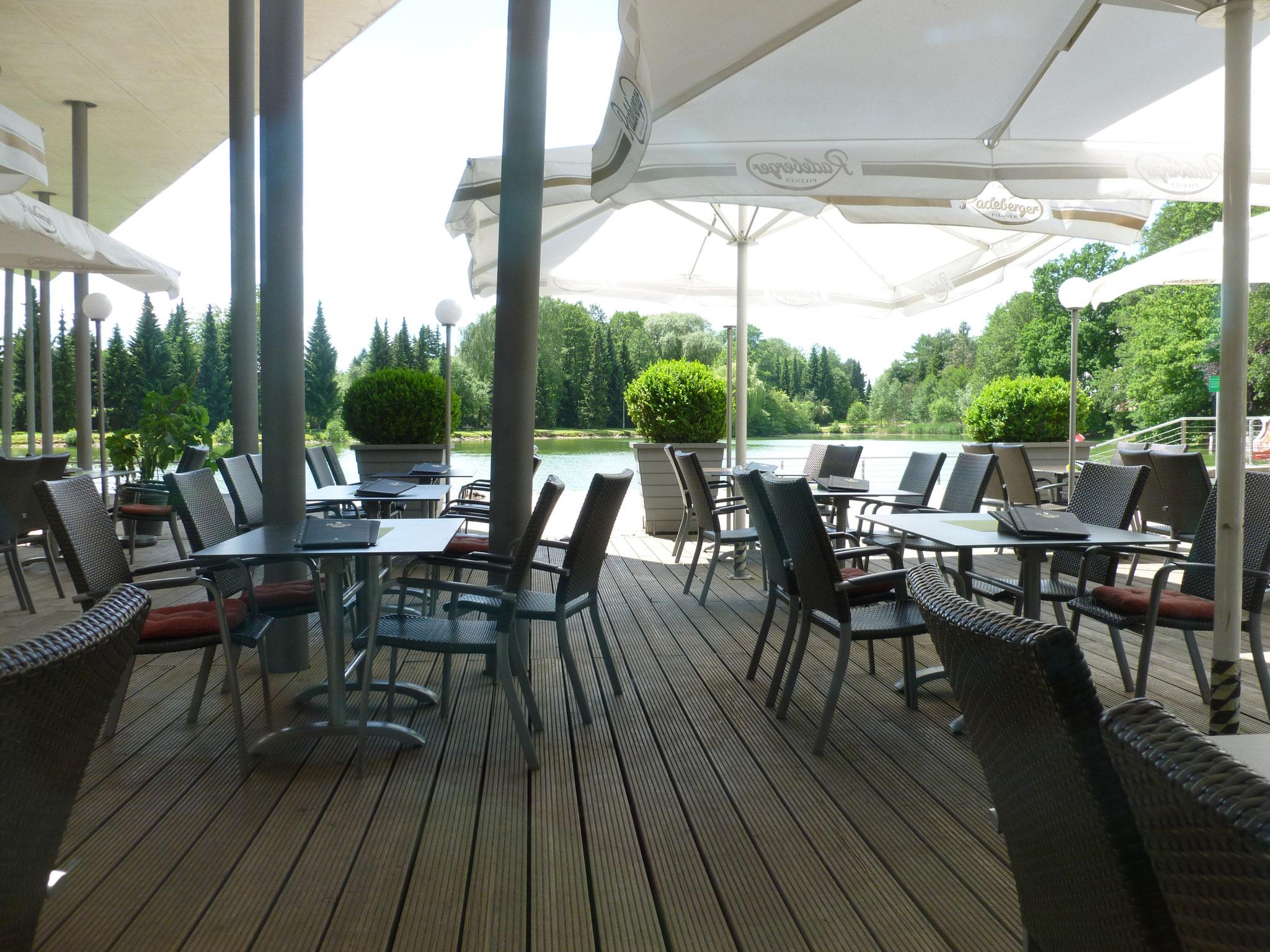 Terrasse mit Blick auf den Pelzmühlenteich