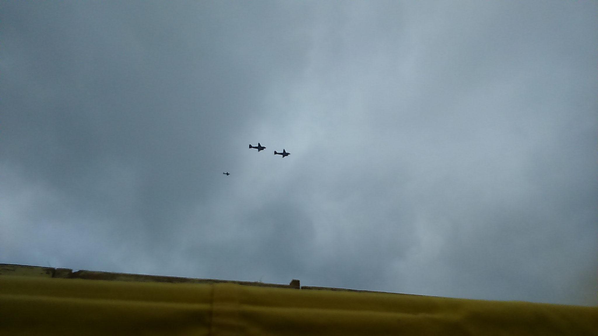 Passage des avions avant le parachutage.