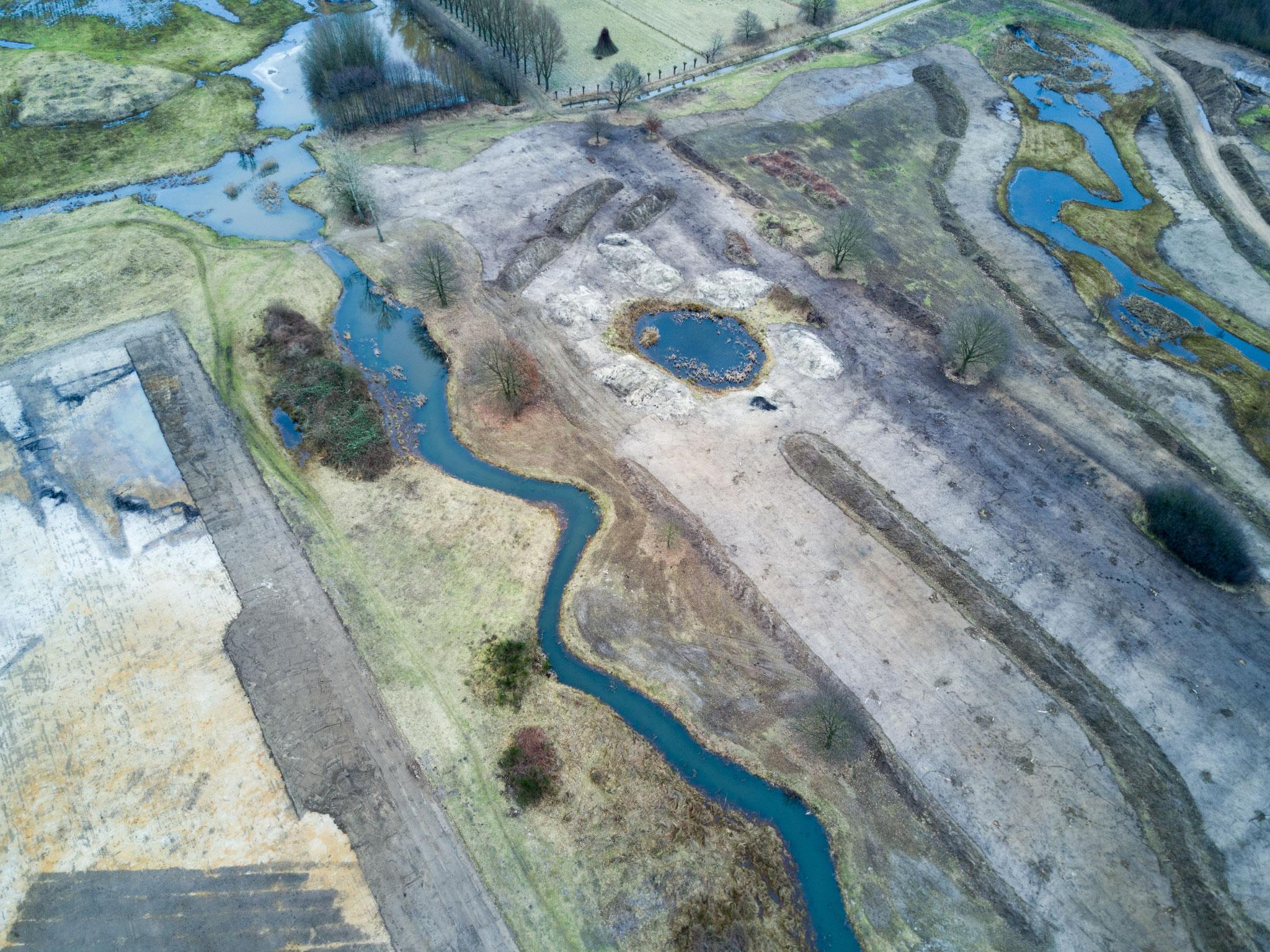 Overzicht van het deel met het 'beekje', nadat er nog graafwerkzaamheden hebben plaastgehad om o.a. Guldenroede te bestrijden.