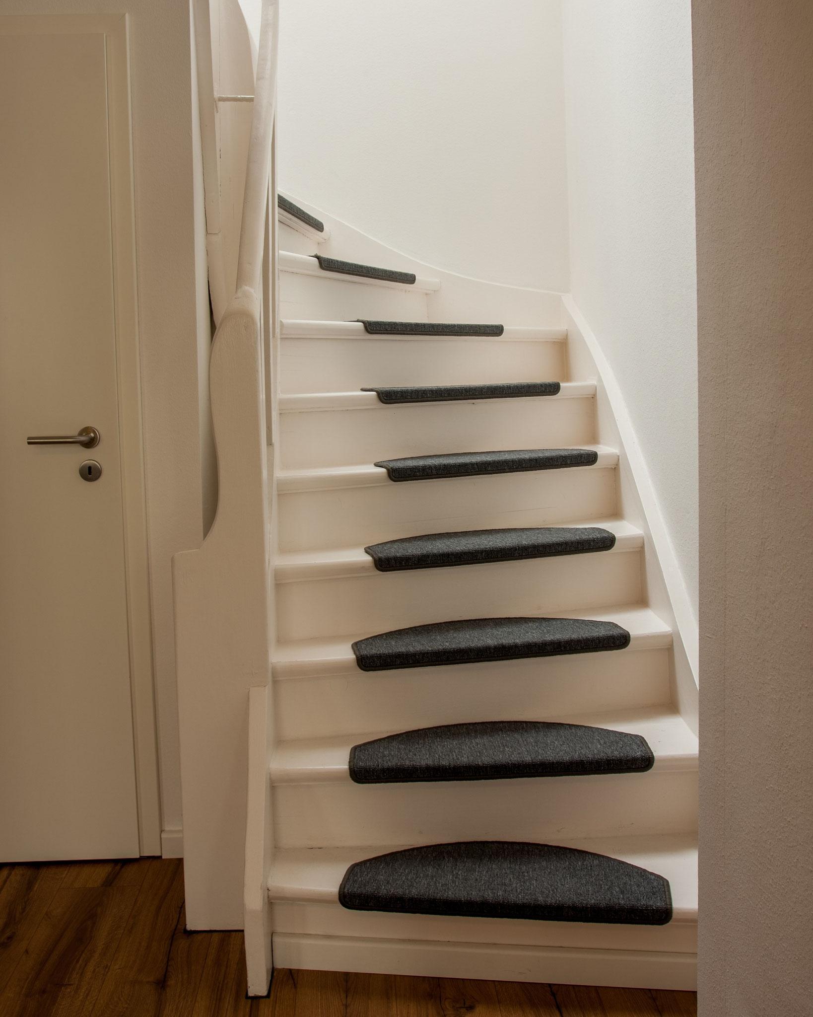 Ferienwohnung Schwerin - restaurierte Treppe ins Schlafzimmer