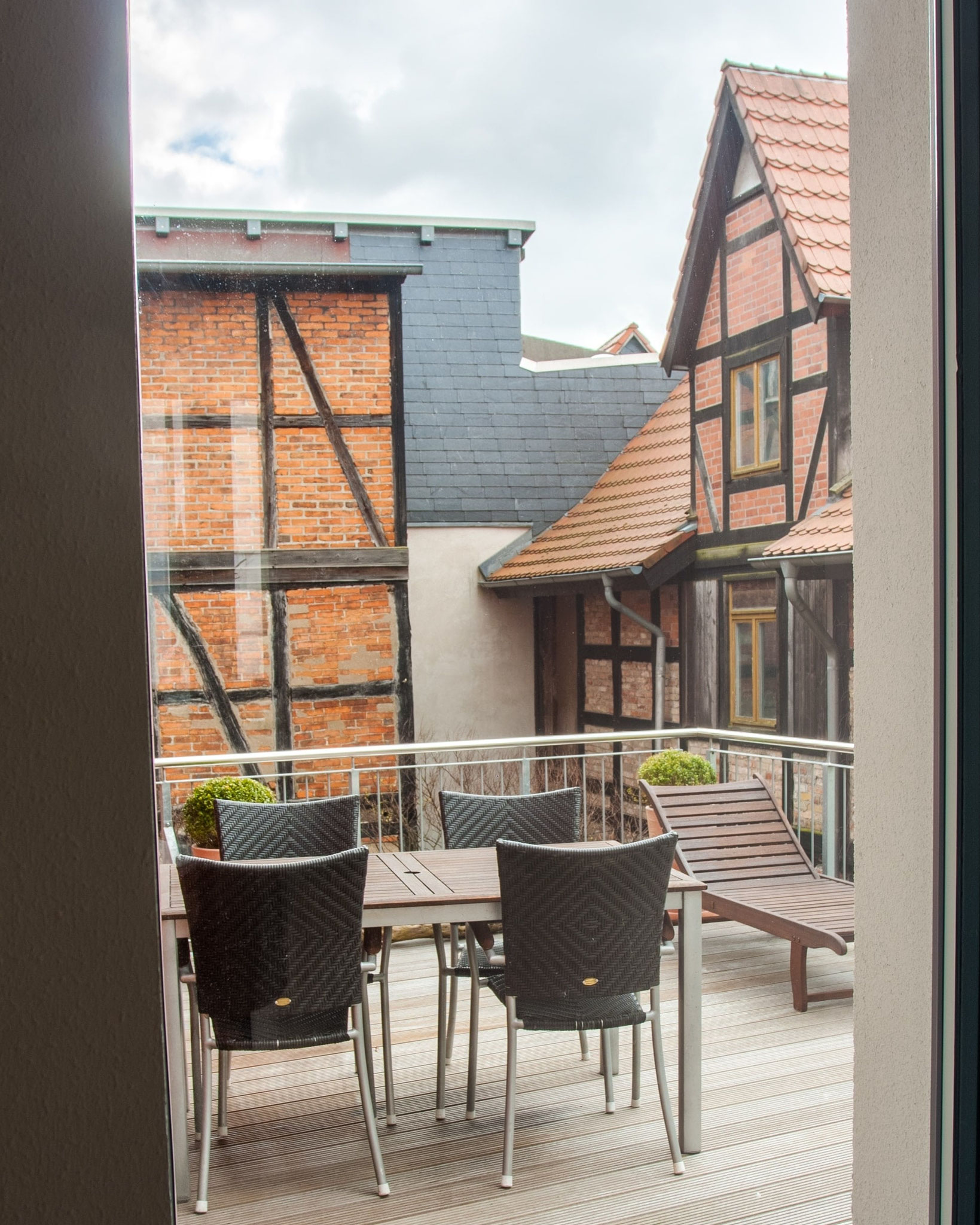 Ferienapartment Schwerin - wunderschöne Dachterrasse mit Balkonmöbeln