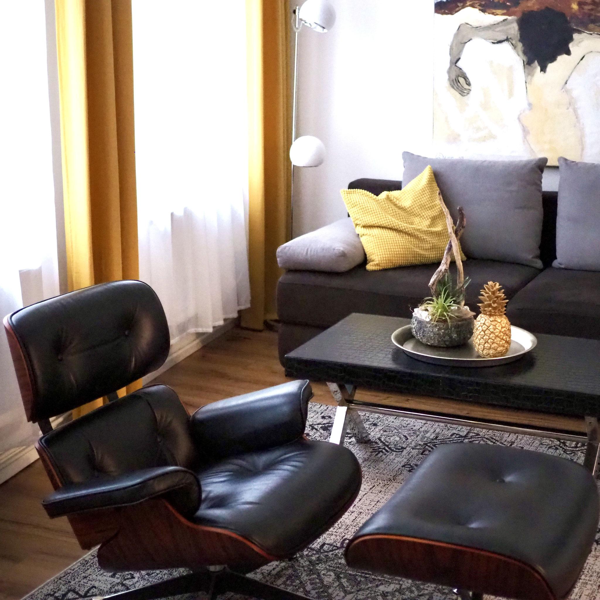 Ferienapartment Schwerin - Wohnzimmer mit großem Sessel