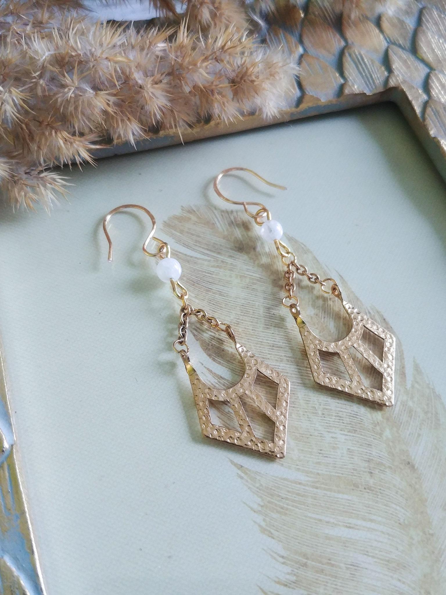 Les Demoiselles : bijoux dorés à l'esprit vintage moderne et aux lignes épurées