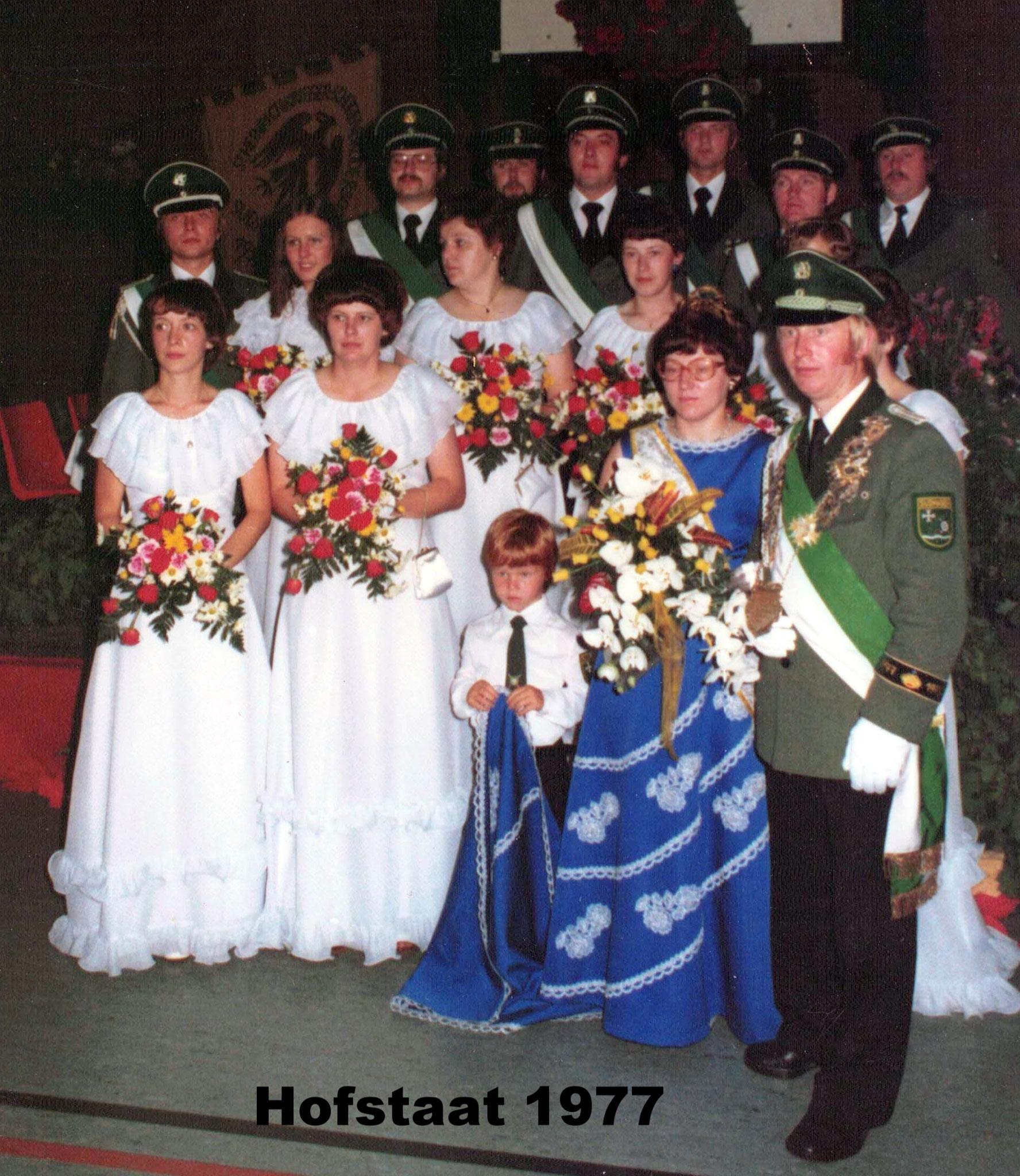 Hofstaat 1977 Günther und Marlene Hils (Gottfried Börnemeier u. Anita Thienenkamp, Franz u. Maria Lipsmeier, Meinolf u. Gisela Hamschmidt, Josef u. Ursula Wecker, Georg u. Beate Hils, Anton u. Monika Bolte)
