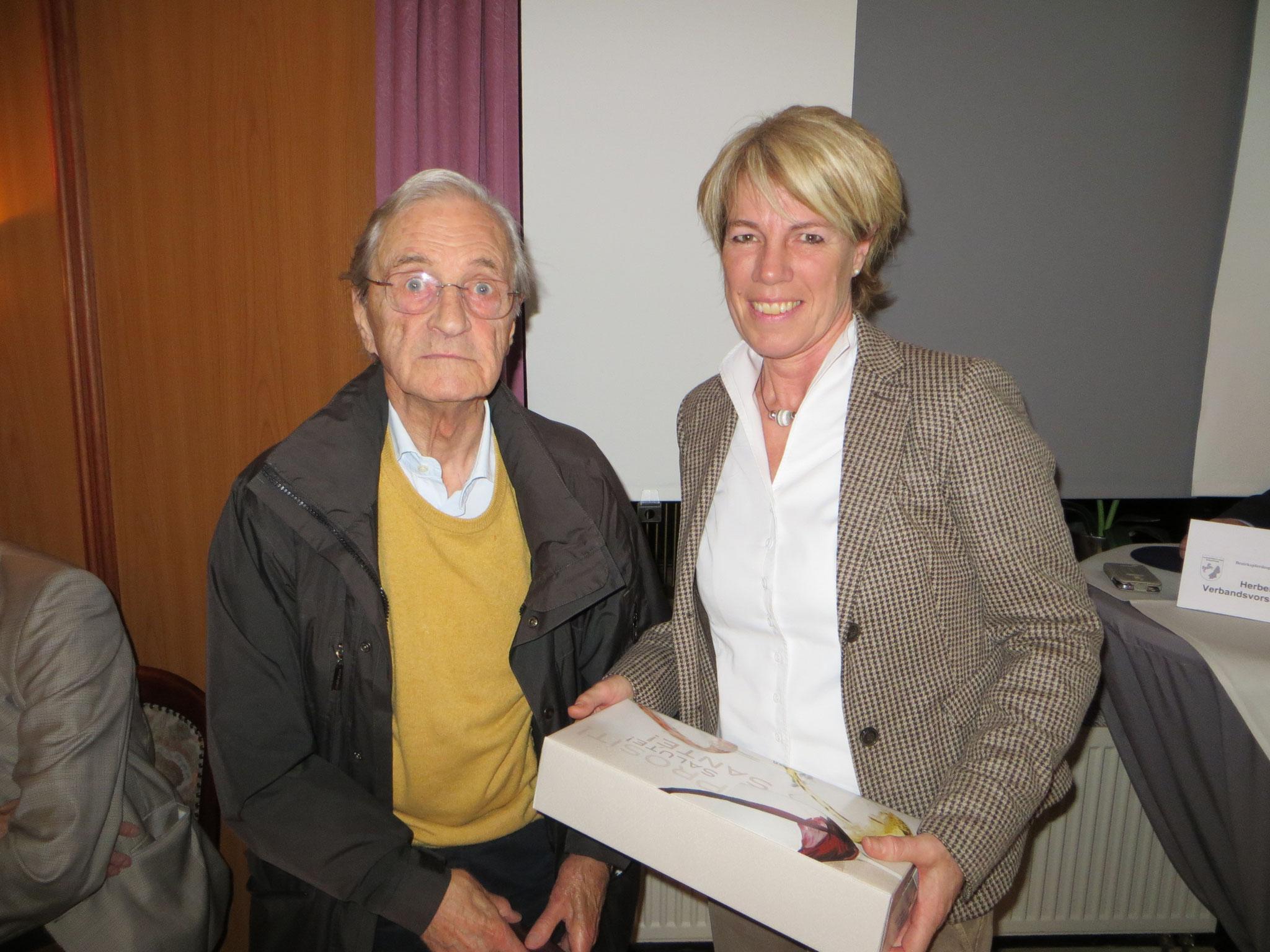 Heinz Schütte (KRV BS) - Gratulation zum 90 zigsten Geburtstag von Susanne Flege