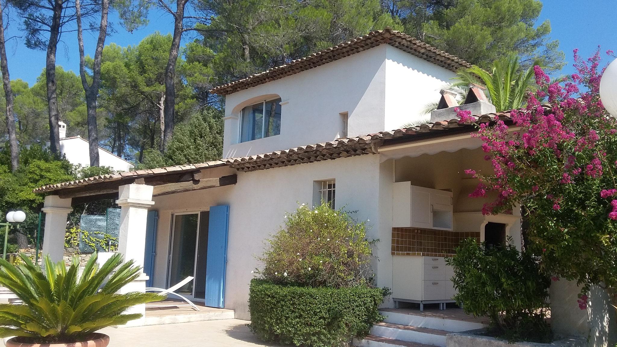 Draguignan - 590 000 € - 215 m² - 3 suites parentales et 1 bureau - Terrain 5 650 m²