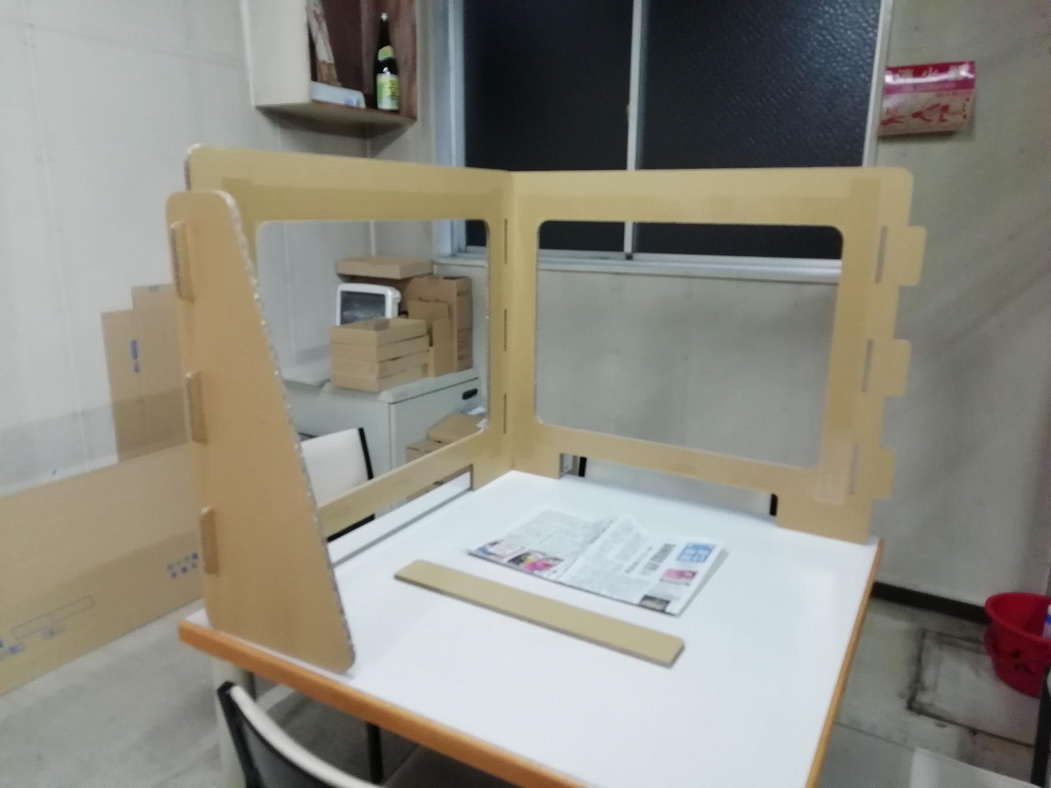 飛沫防止パネル(クラフト色・強化段)L字設置例