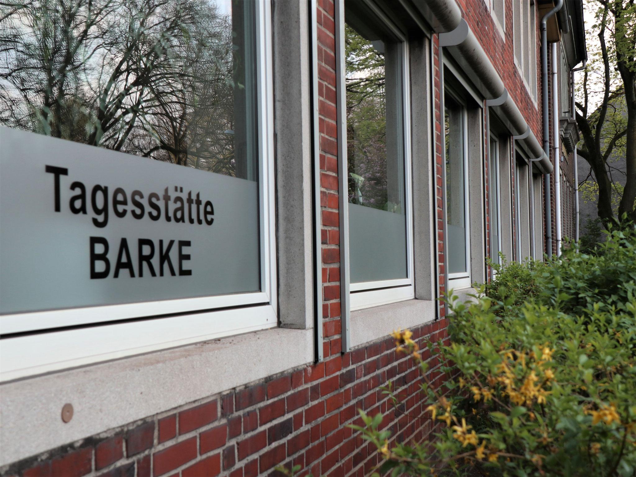 Fensterfront EG - Bewegungs-/Musikraum, Büro Einrichtungsleitung, BT (von links)