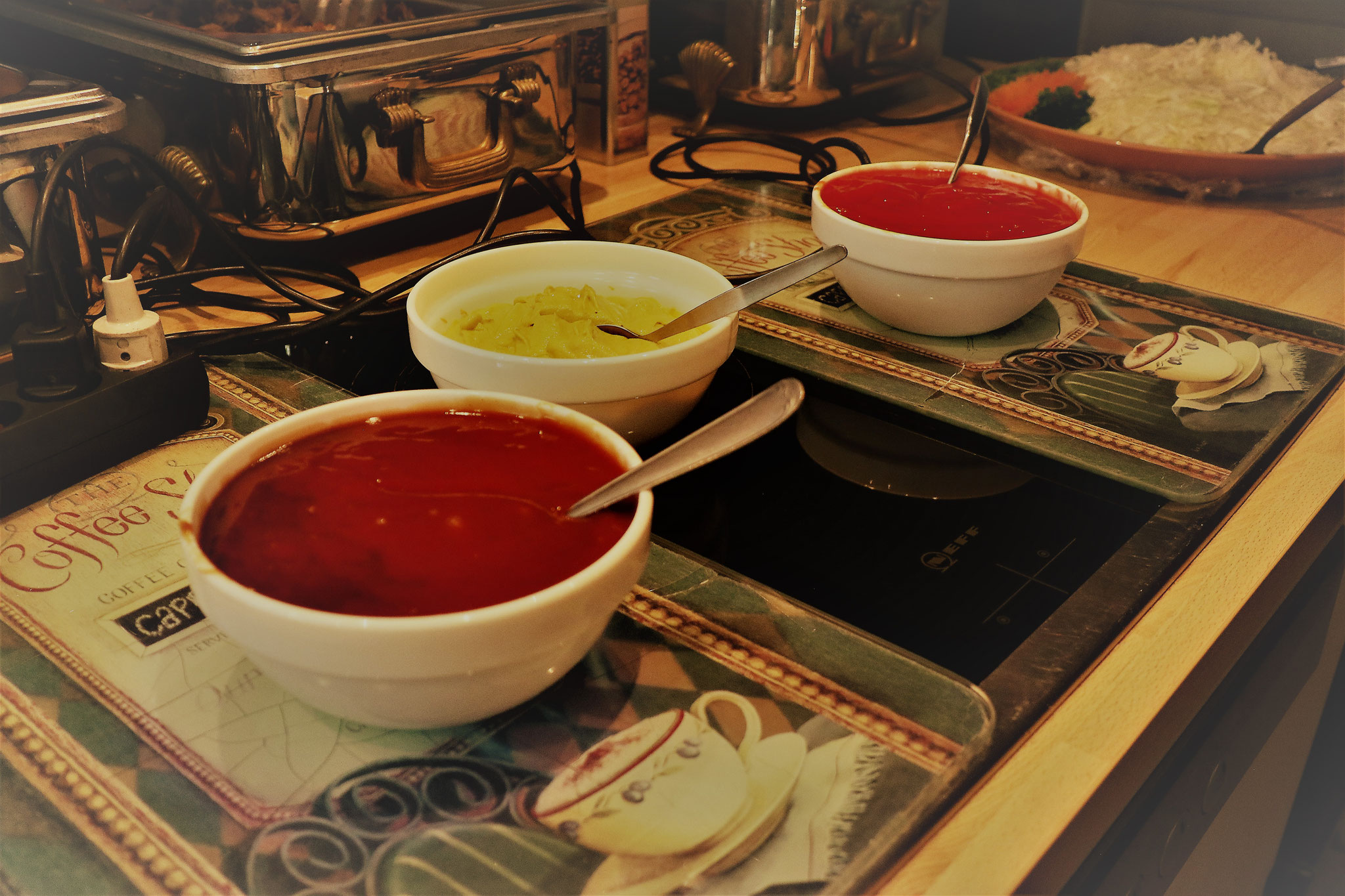 Krautsalat und 'US-Sauce' zum Pulled Pork