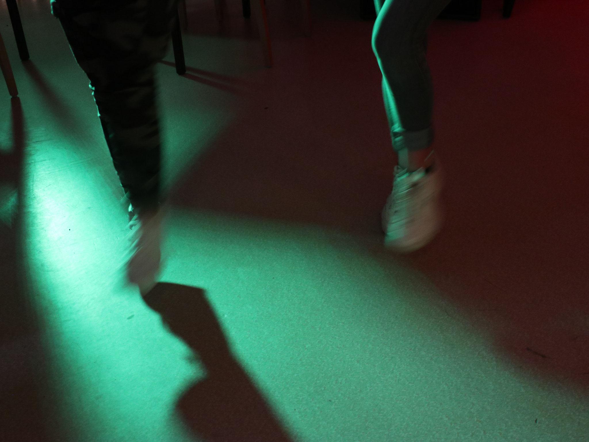 Tanzschritte im Disco-Licht