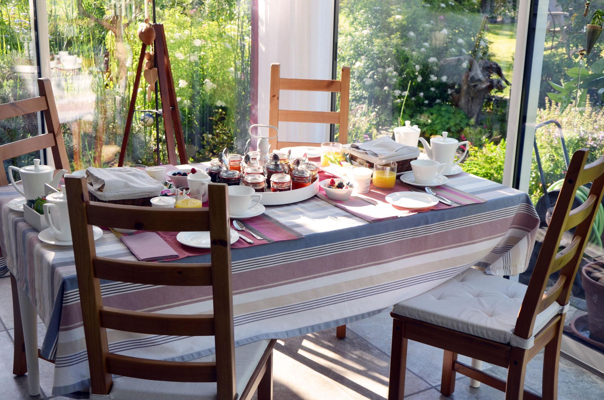Petit-déjeuner dans la véranda
