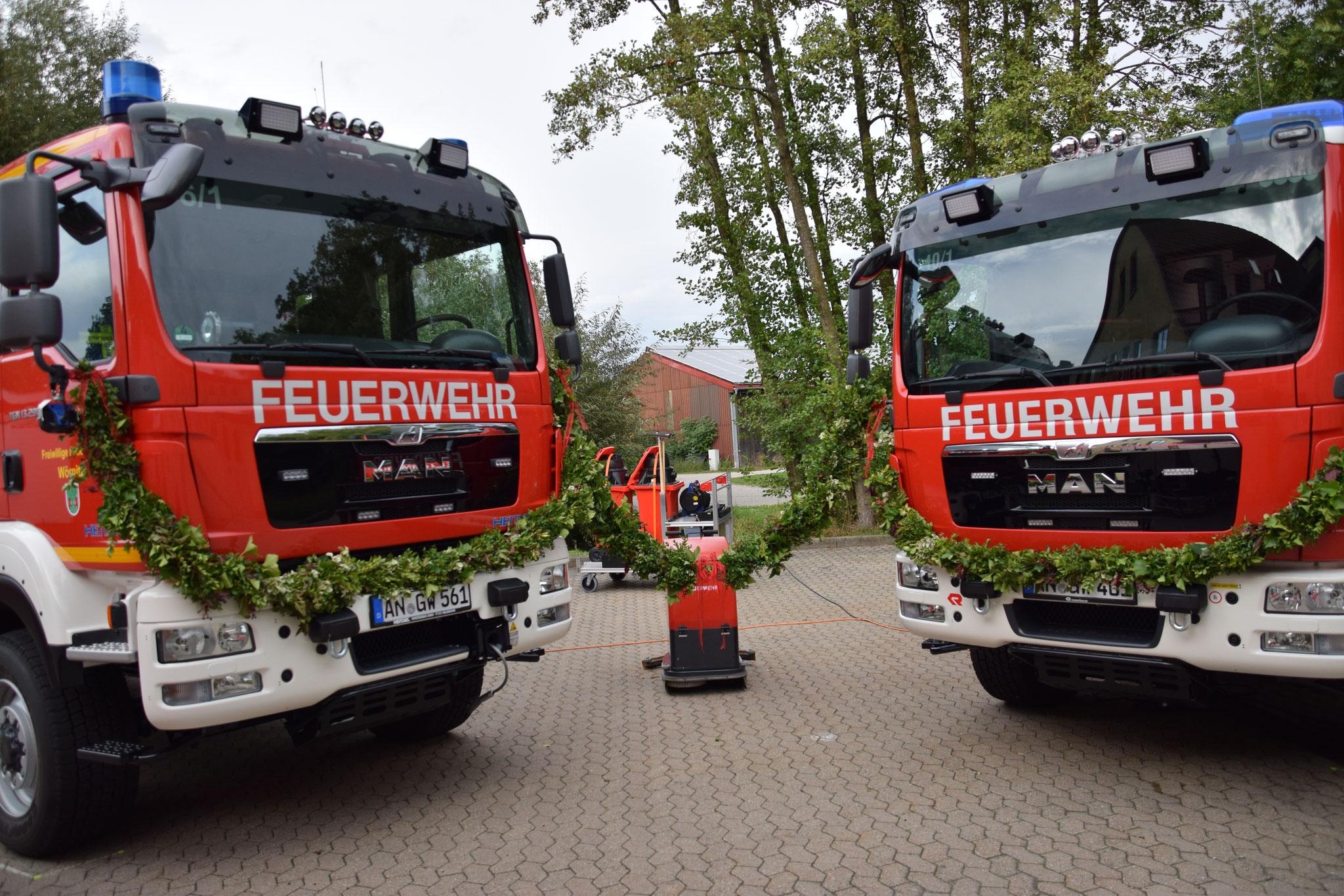 Fahrzeugeinweihung 2016: Das HLF und der V-LKW