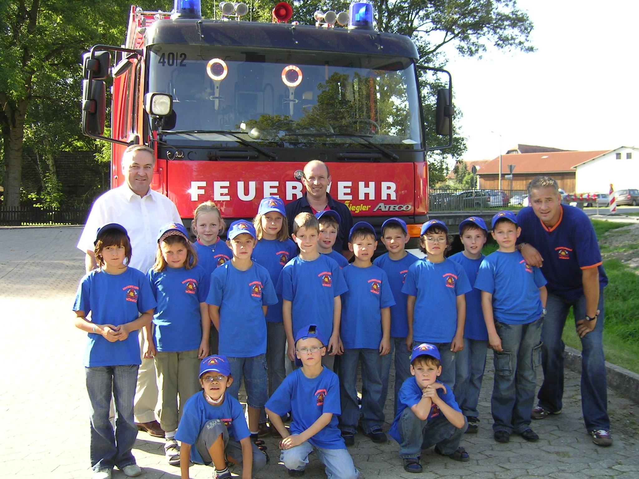 Die neugegründete Kinderfeuerwehr im Jahr 2007