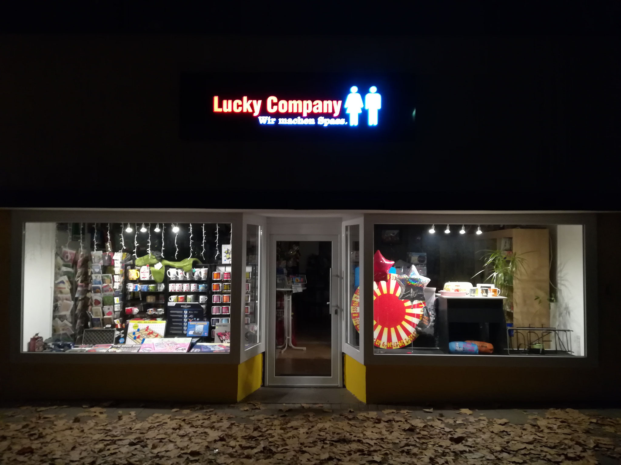 LUCKY COMPANY by Night