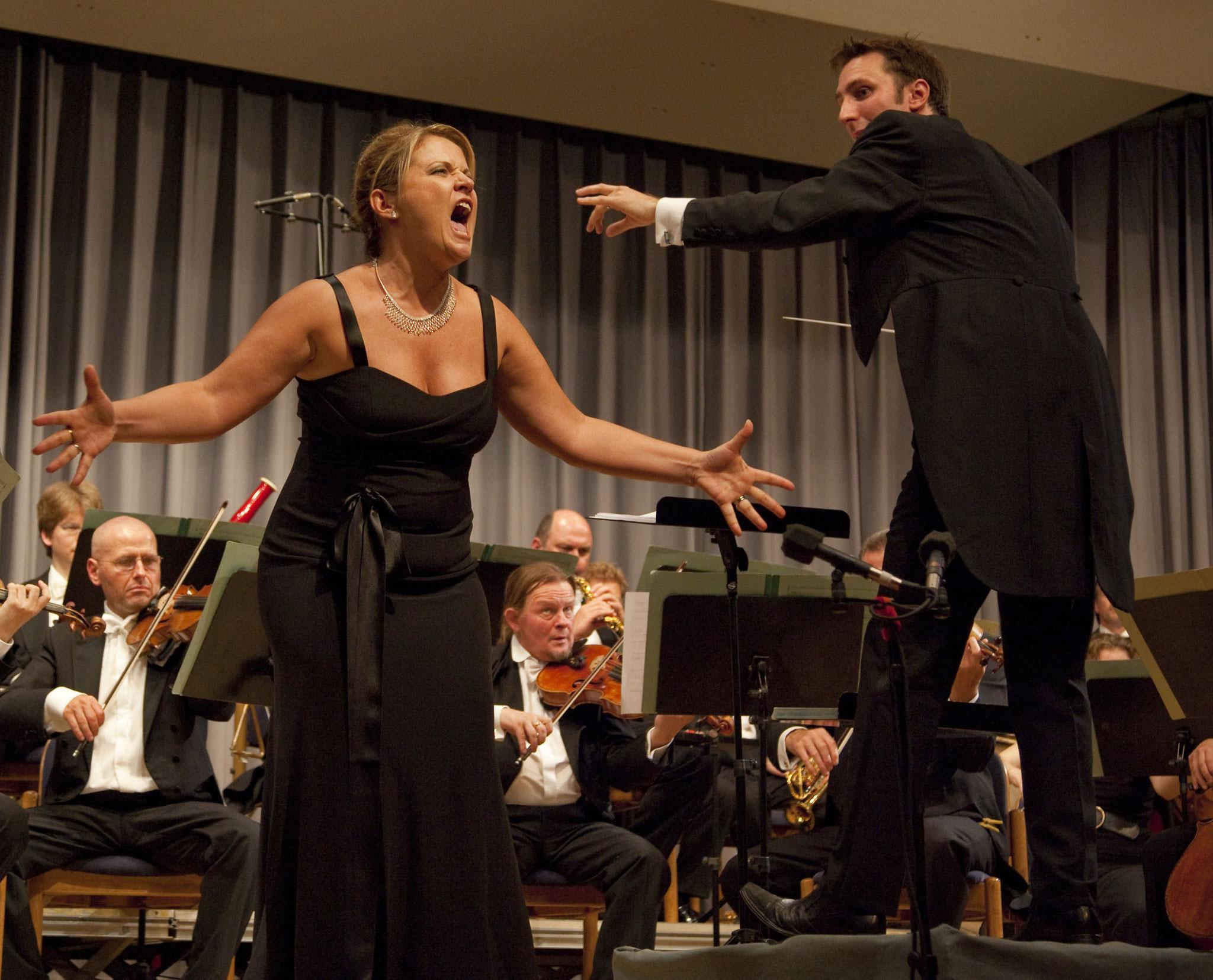 Annamaria Dell'Oste und Dirigent Michael Balke