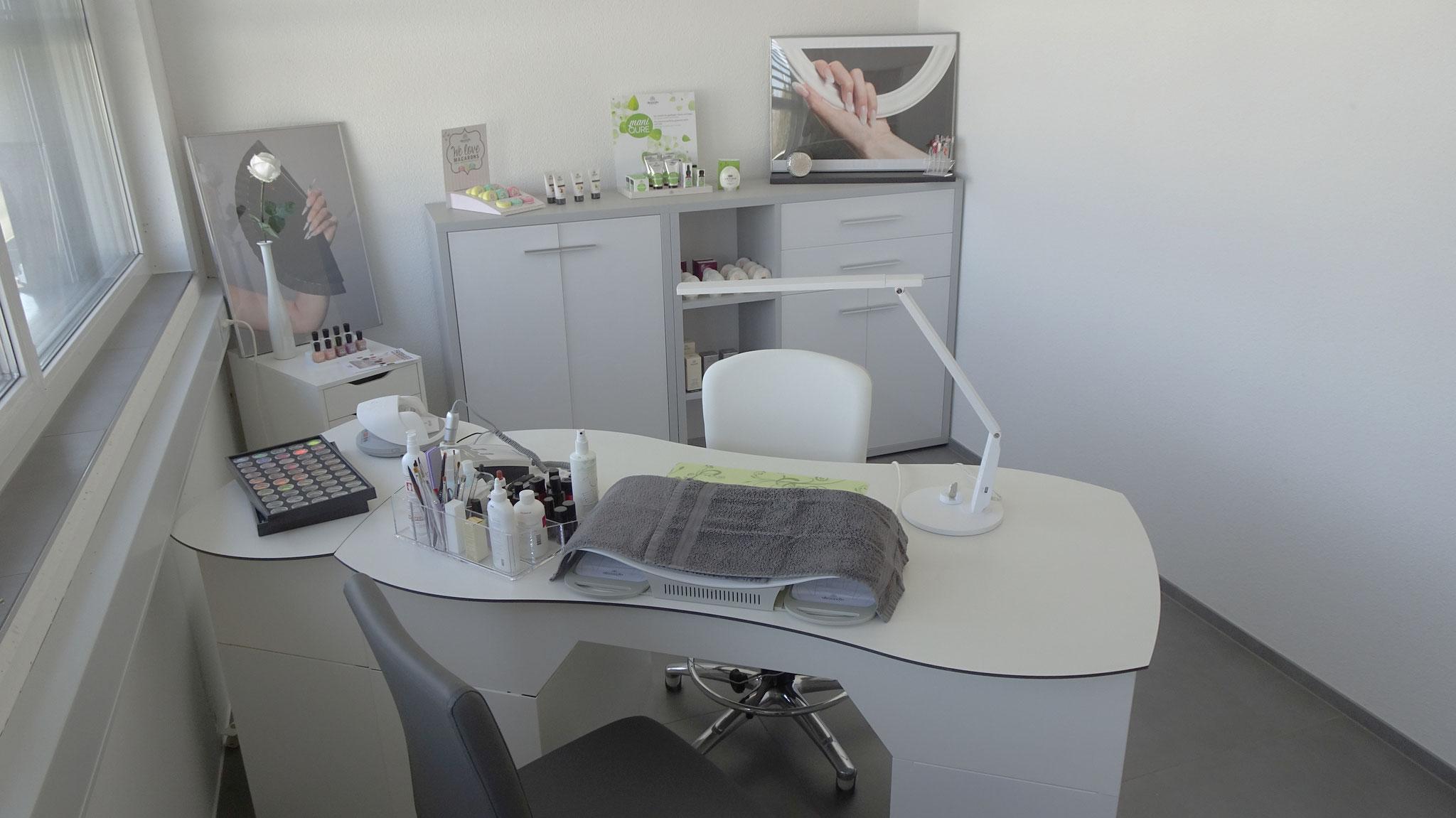 Der Arbeitsplatz im Nail-Studio