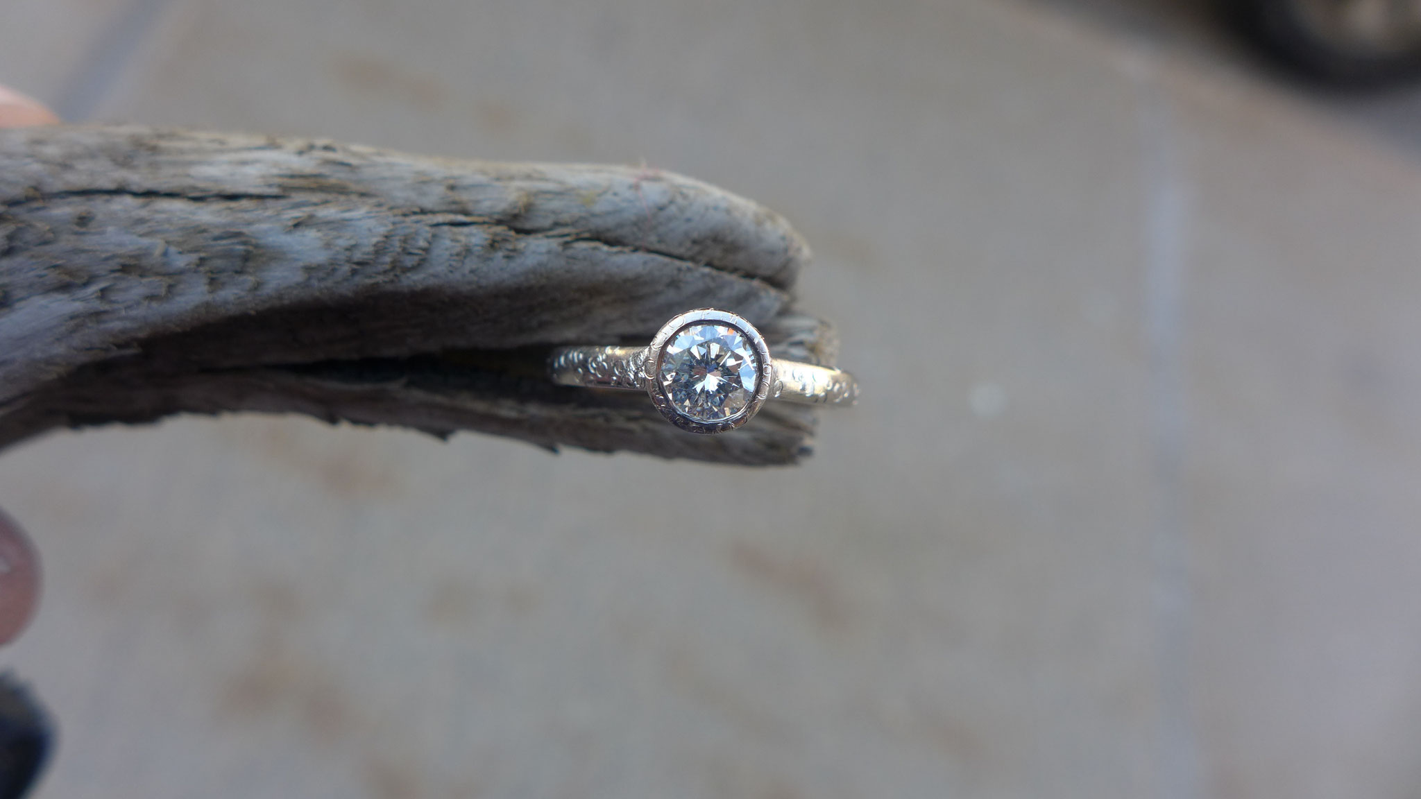 18k white gold, 0.48ct diamond