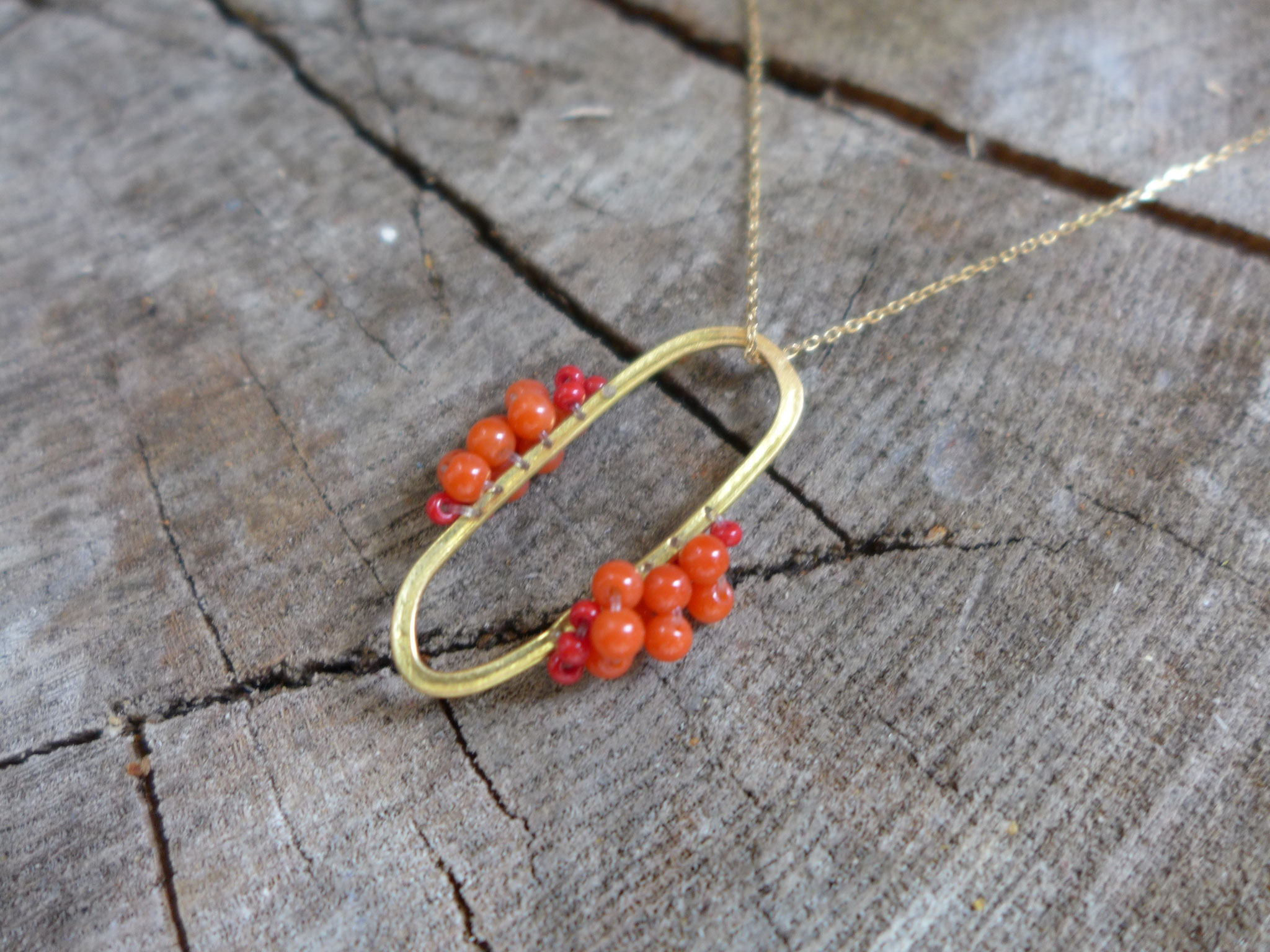 Pendant, 18 k yellow gold, coral and glass beads