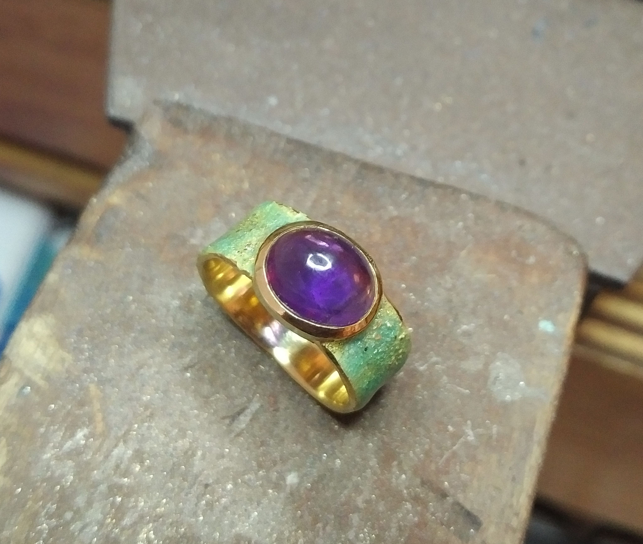 Amethyst, 18k yellow gold, enamel