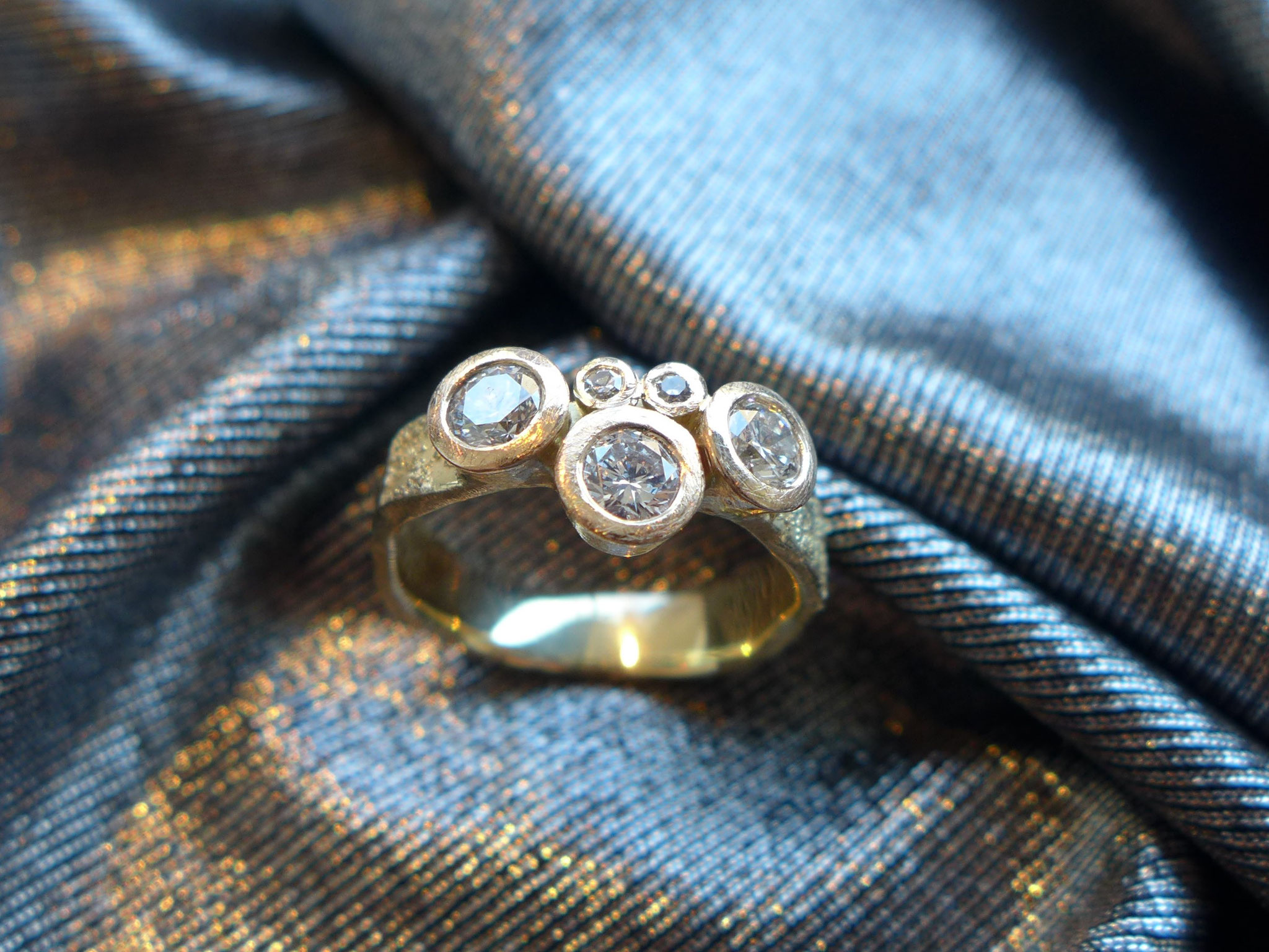 Ring, 14k gold with diamonds