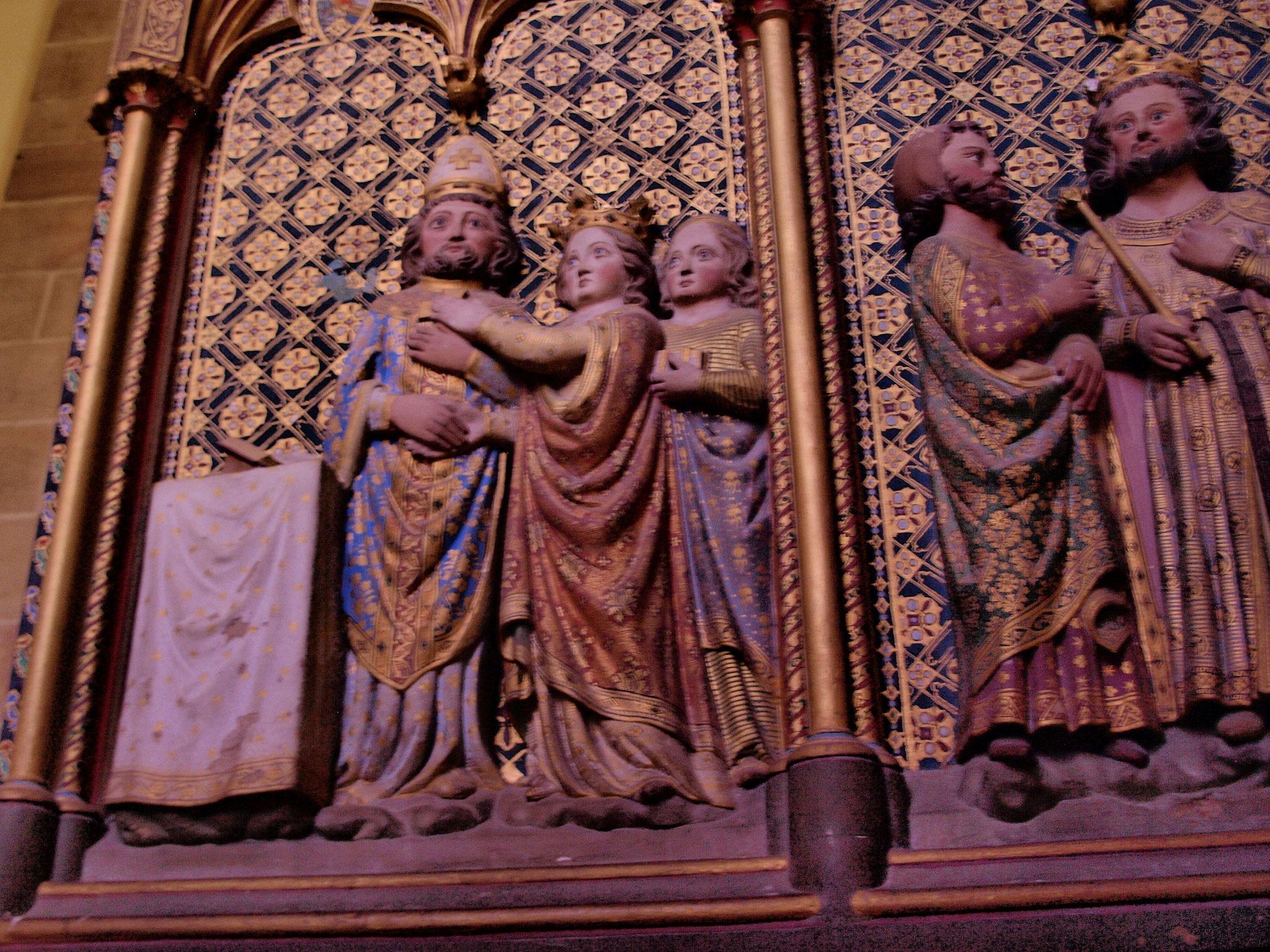 Motifs ornant la châsse située derrière l'autel principal