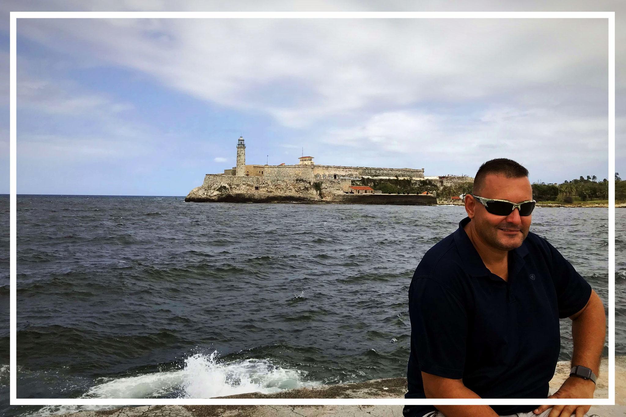 Hafeneinfahrt mit Castillo de los Tres Reyes del Morro