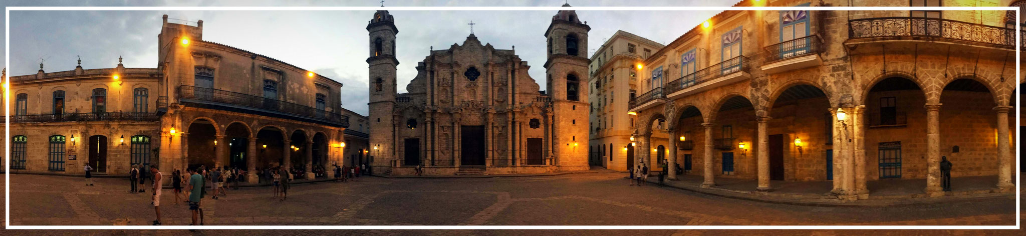 Plaza de la Catedral of Havana mit Catedral de la Habana