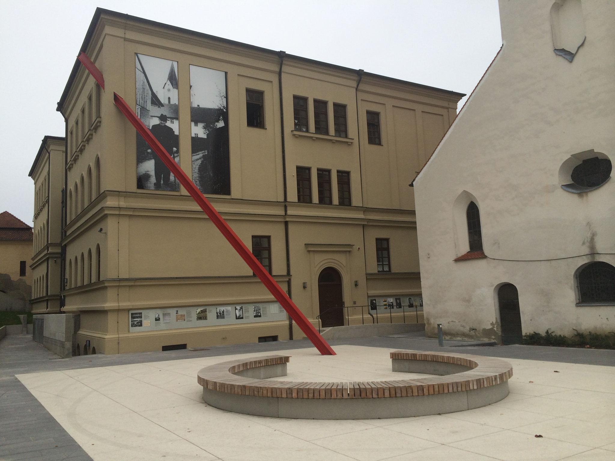 Mahnmal für die Opfer des Nationalsozialismus / Holocaust Memorial, City Pfaffenhofen