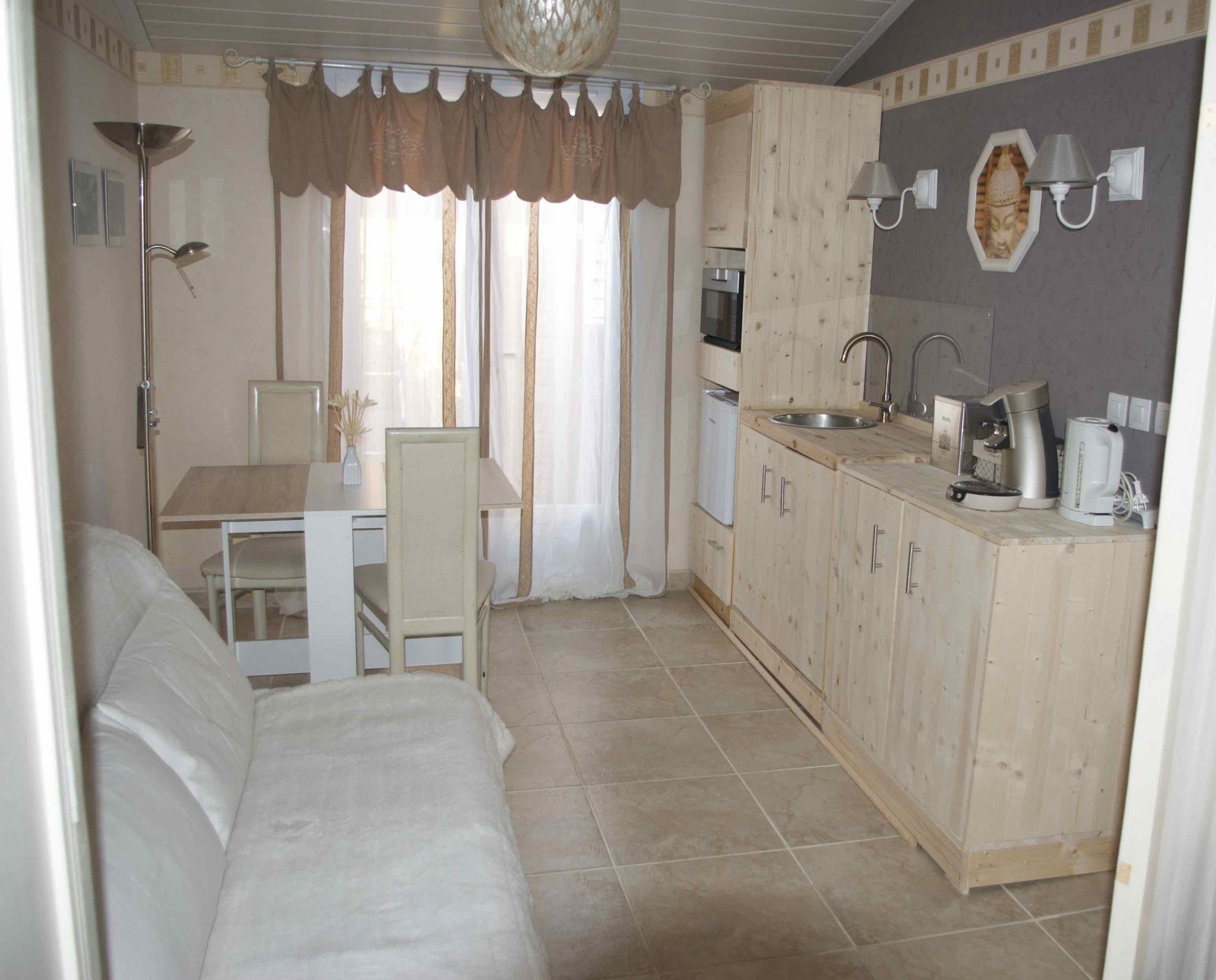 Küchenzeile, Essplatz, Couch